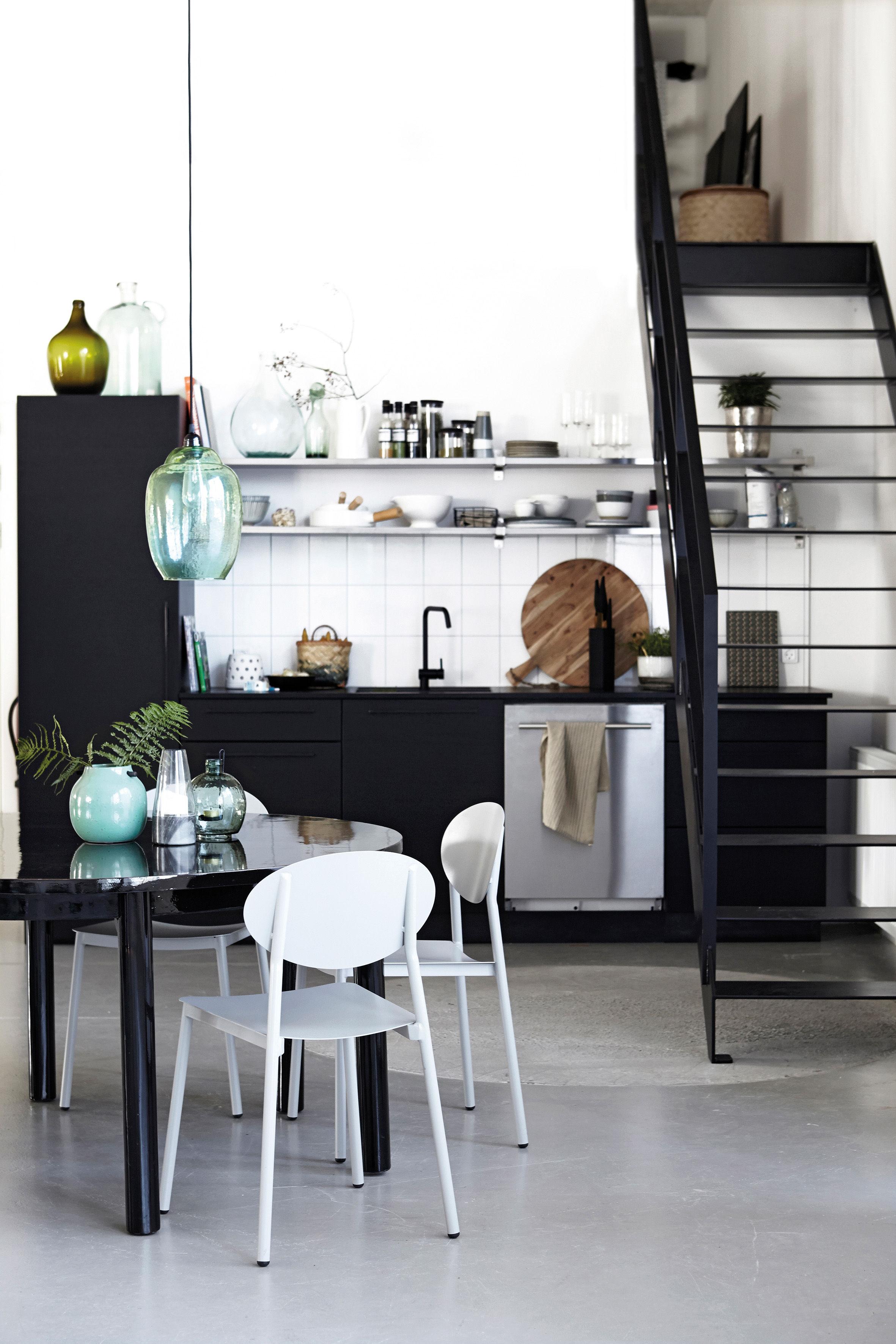 walker stuhl metall f r innen und au en grau by house doctor made in design. Black Bedroom Furniture Sets. Home Design Ideas