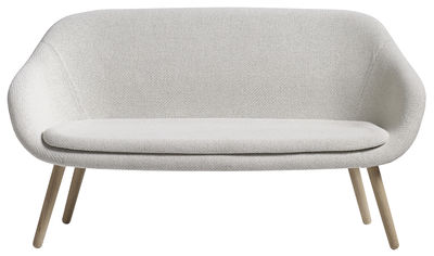About a lounge sofa for Comwel Sofa / L 150 cm - 2-Sitzer - Hay