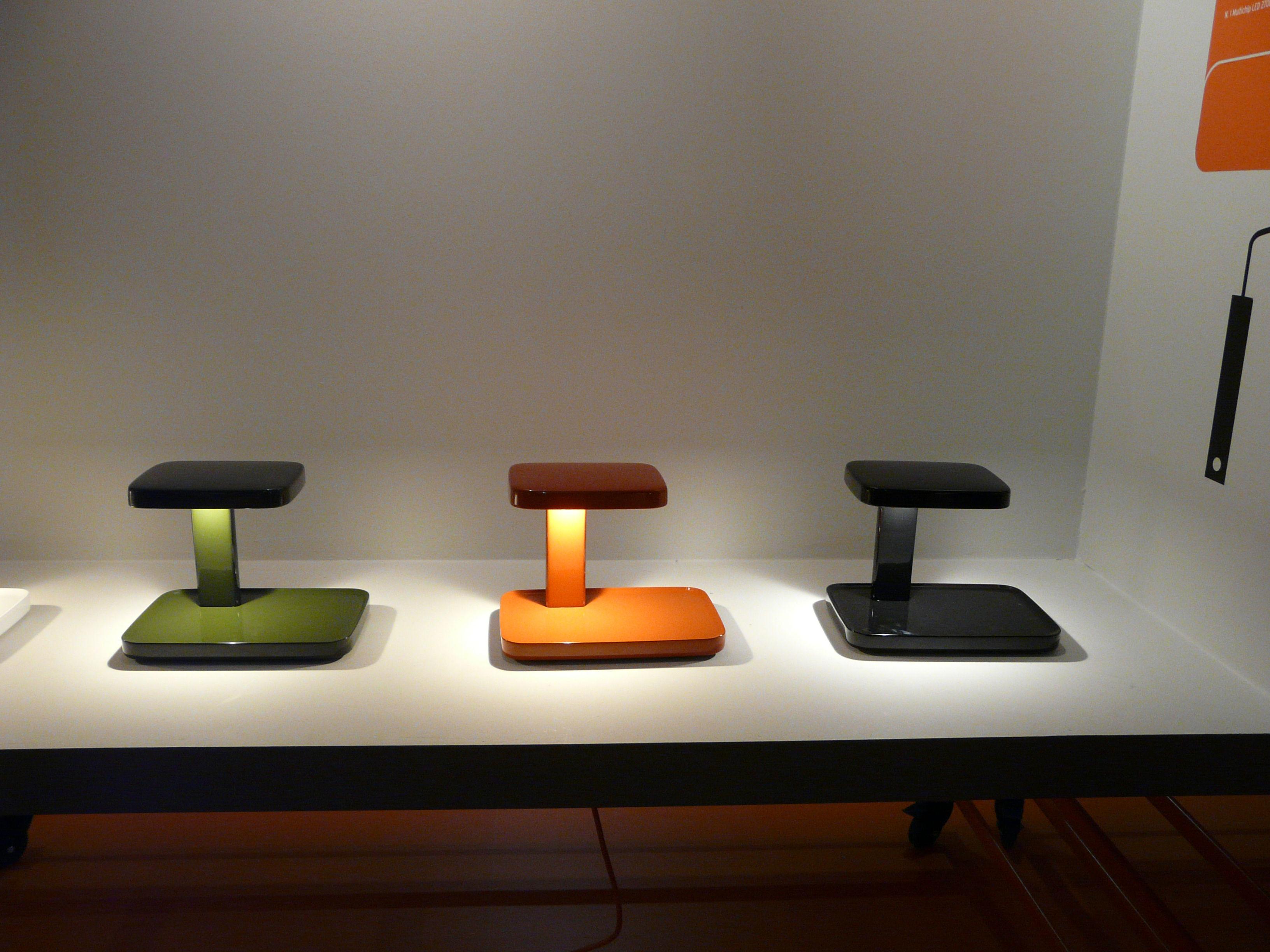 lampe de table piani led vide poche rouge flos. Black Bedroom Furniture Sets. Home Design Ideas