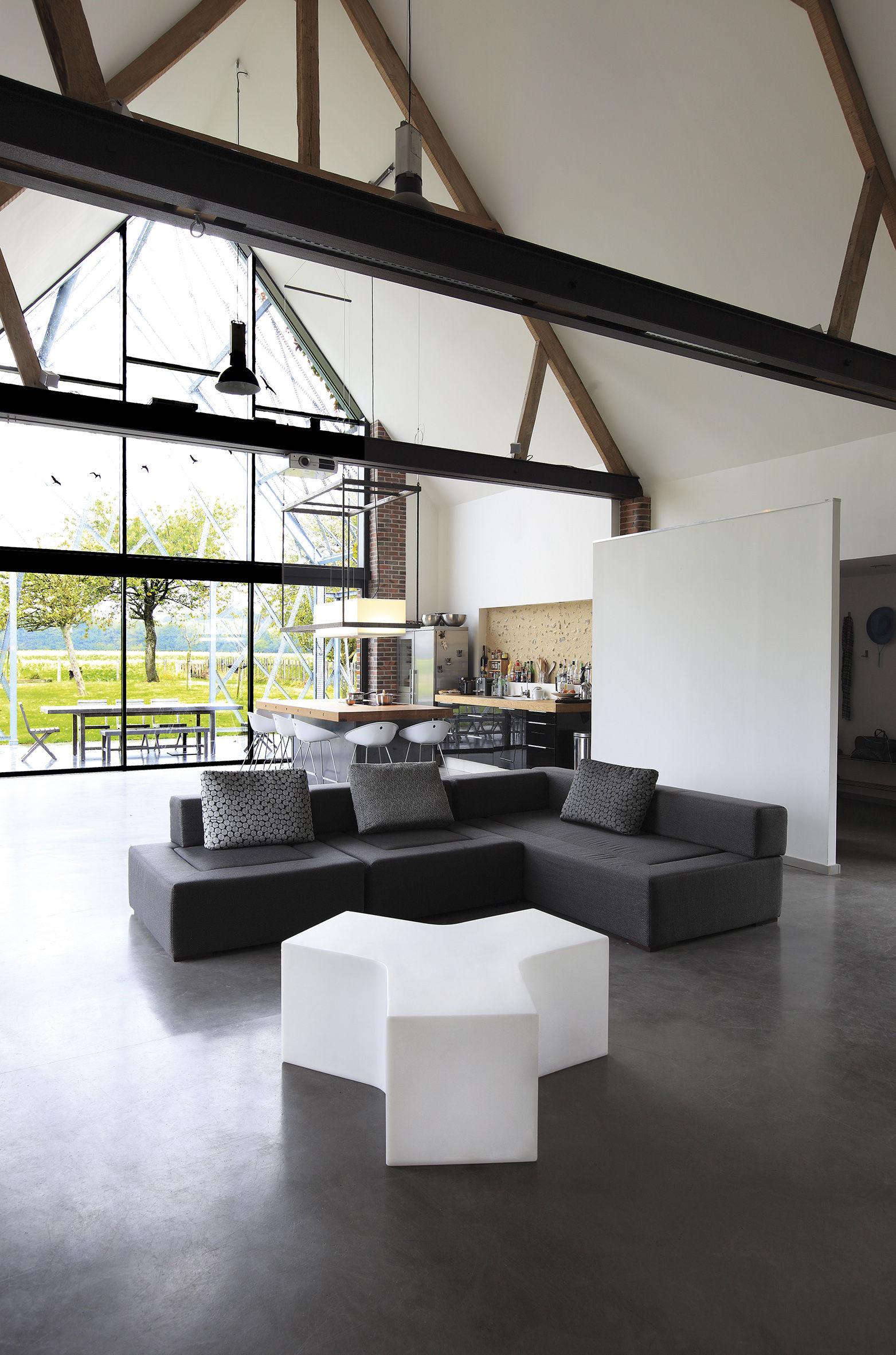 ypsilon couchtisch f r den au enbereich von slide. Black Bedroom Furniture Sets. Home Design Ideas