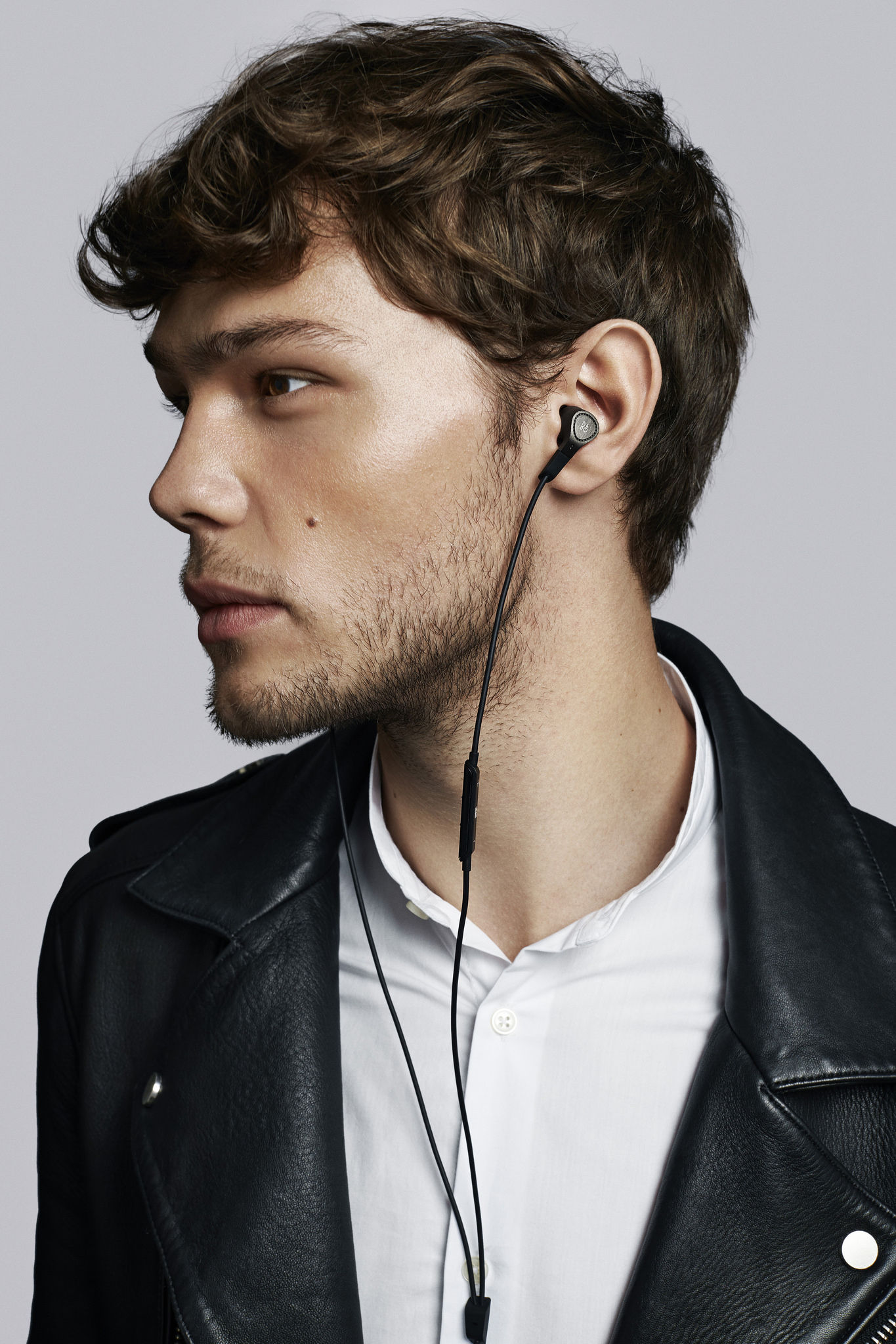 ecouteurs beoplay h3 anc intra auriculaires r duction active de bruit noir b o play by. Black Bedroom Furniture Sets. Home Design Ideas
