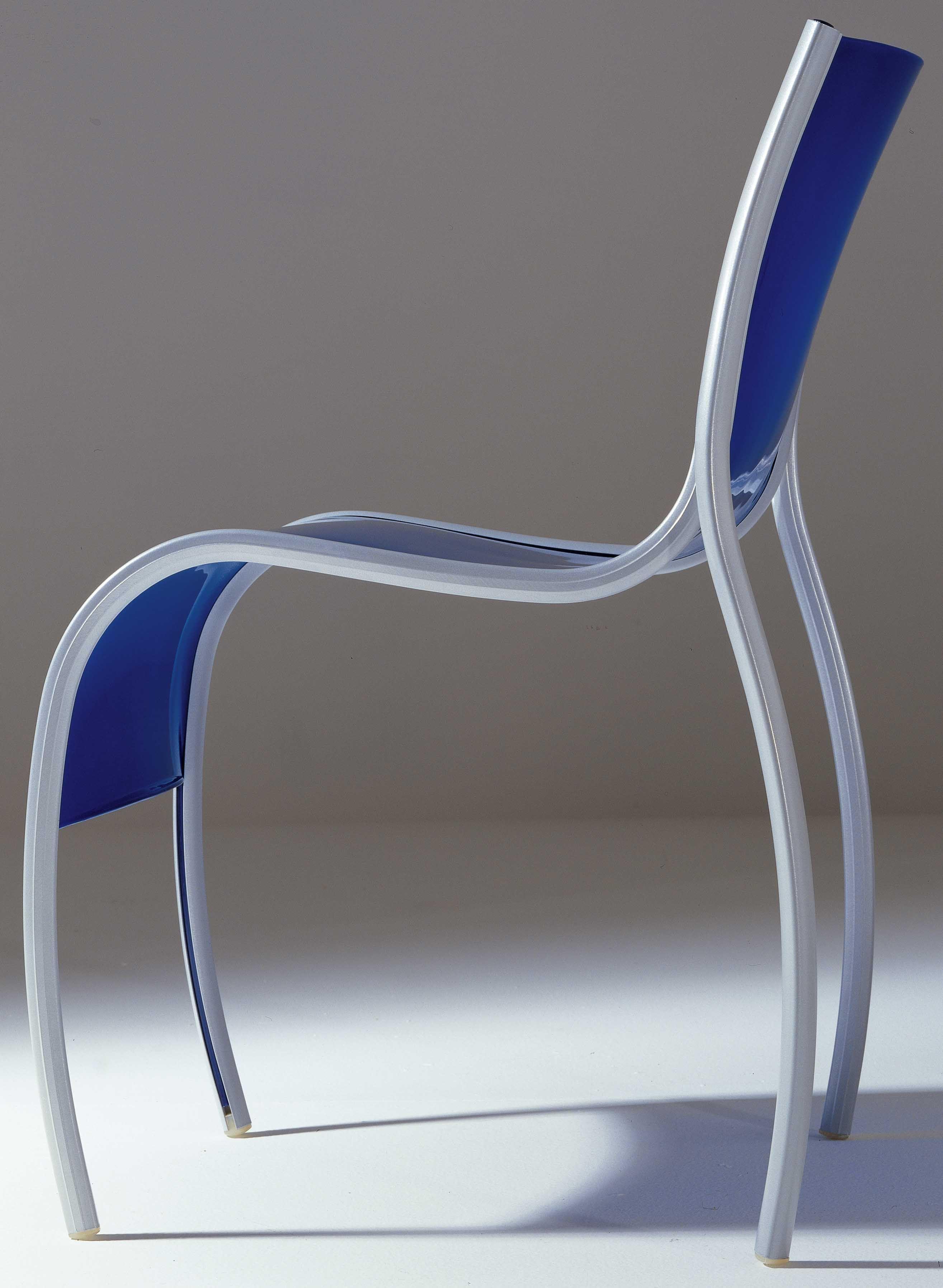 Chaise empilable fpe plastique m tal bleu kartell for Chaise empilable plastique
