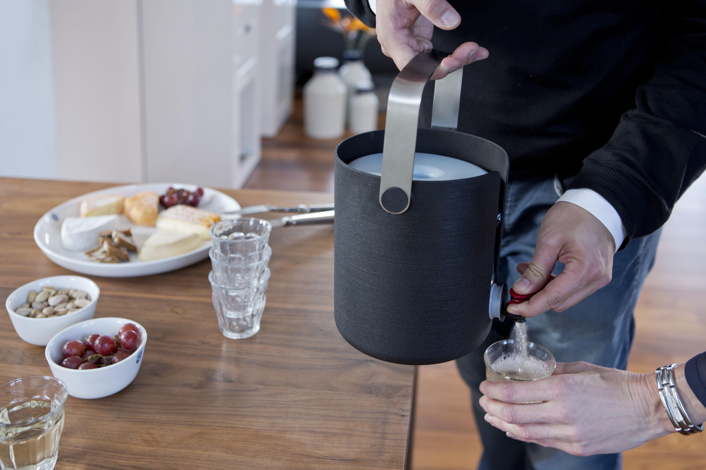 seau pour fontaine vin servin r frig r anthracite royal vkb made in design. Black Bedroom Furniture Sets. Home Design Ideas