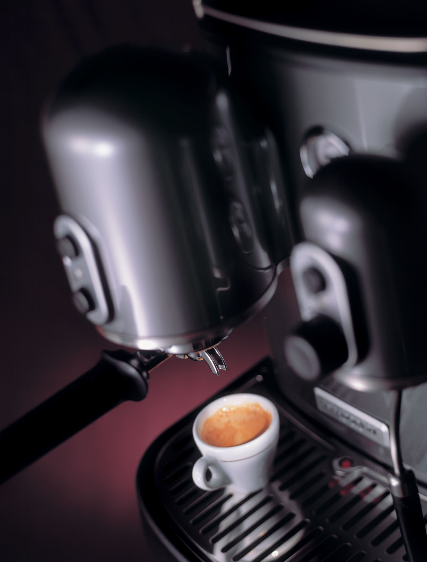 cafeti re expresso artisan pour dosettes et caf moulu noir kitchenaid. Black Bedroom Furniture Sets. Home Design Ideas
