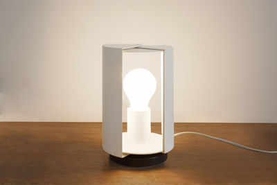 Lampe de table pivotante by charlotte perriand r dition 1962 blanc nemo - Lampe charlotte perriand ...