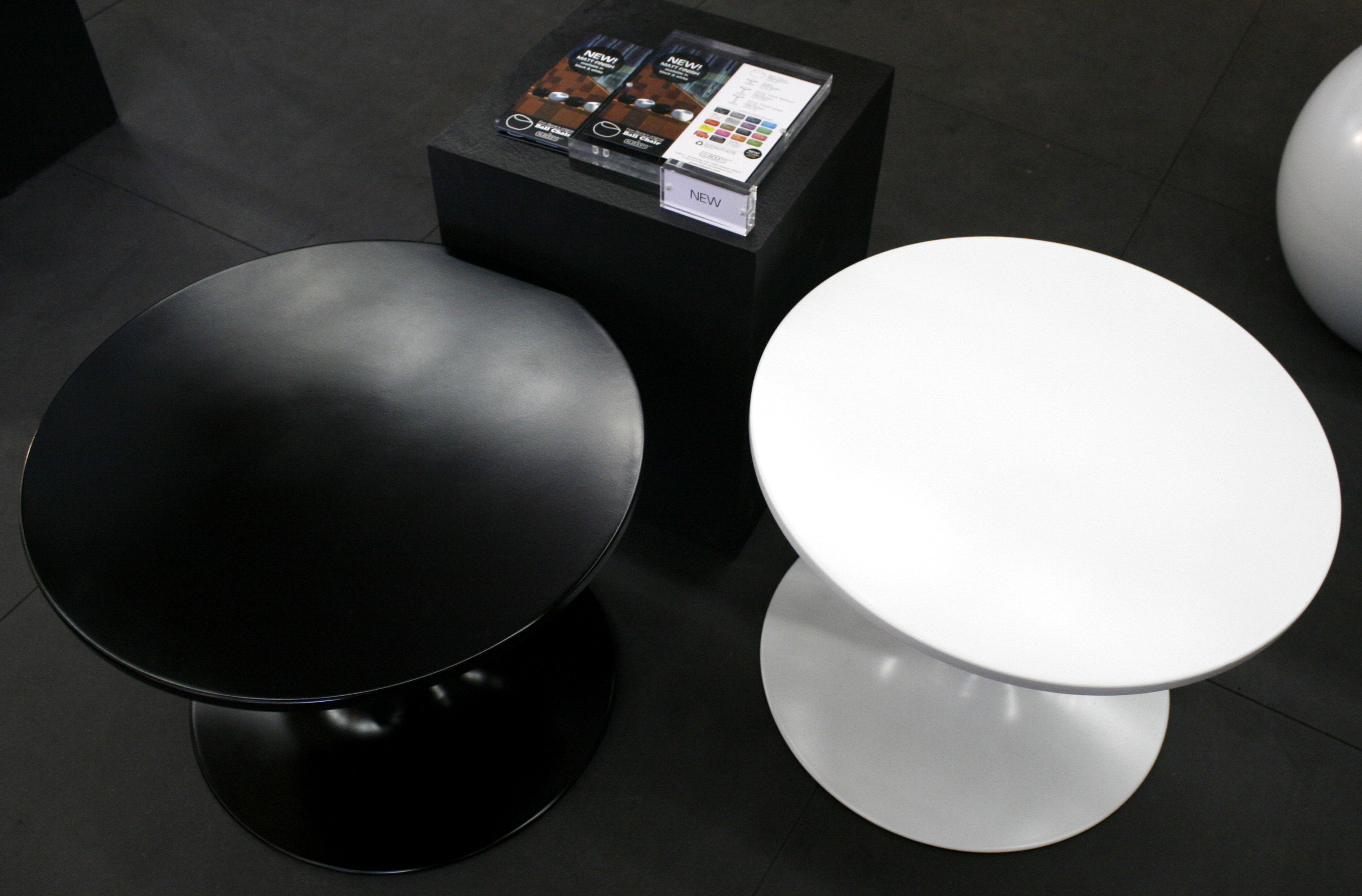 ball table couchtisch schwarz by xl boom made in design. Black Bedroom Furniture Sets. Home Design Ideas