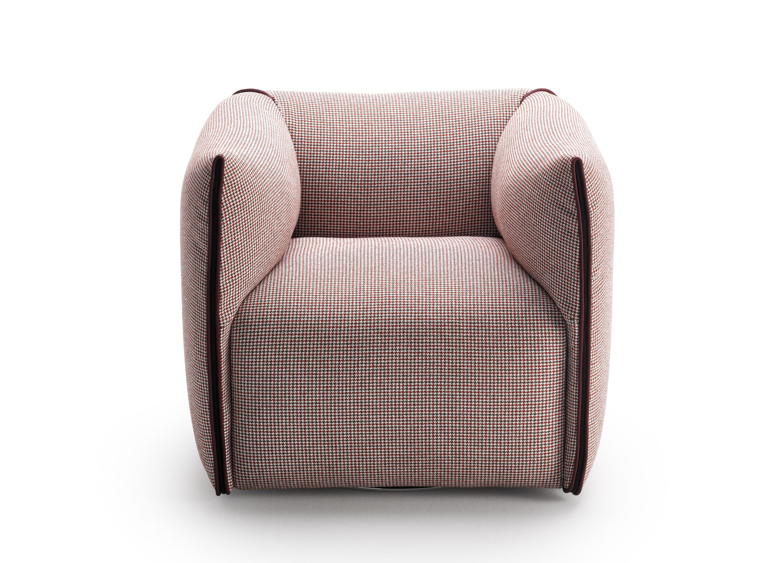 fauteuil rembourr mia rouge pied de poule contour rouge mdf italia. Black Bedroom Furniture Sets. Home Design Ideas