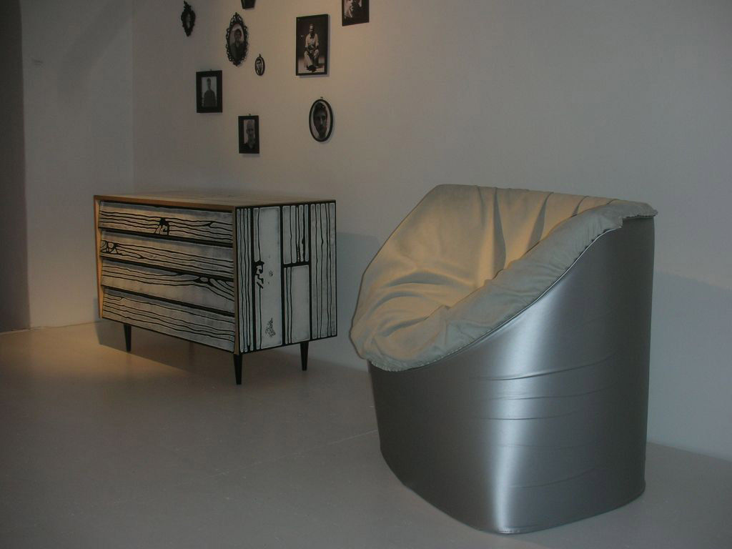 commode wrongwoods noir et blanc established sons. Black Bedroom Furniture Sets. Home Design Ideas