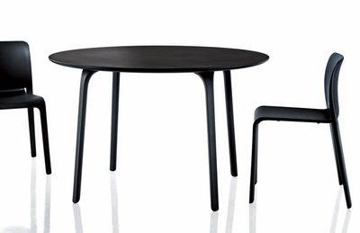 Chaise empilable first chair plastique noir magis for Chaise de salle a manger trackid sp 006