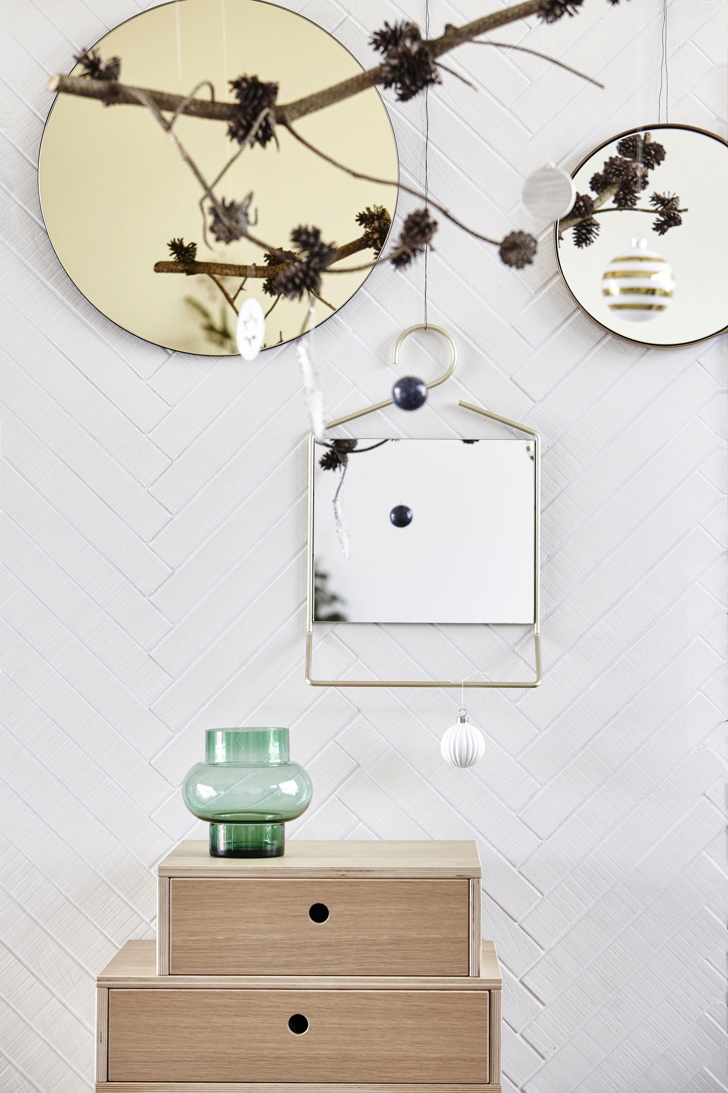 miroir mural hang porte serviettes int gr h 50 cm laiton house doctor. Black Bedroom Furniture Sets. Home Design Ideas