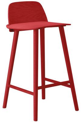 Foto Sedia da bar Nerd - / Seduta H 65 cm di Muuto - Rosso - Legno