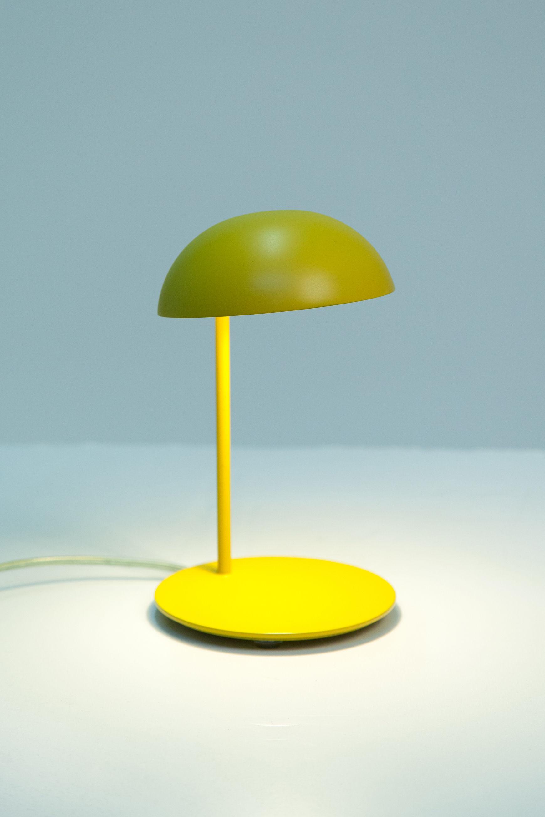 lampe de table pokko led jaune gallery s bensimon. Black Bedroom Furniture Sets. Home Design Ideas