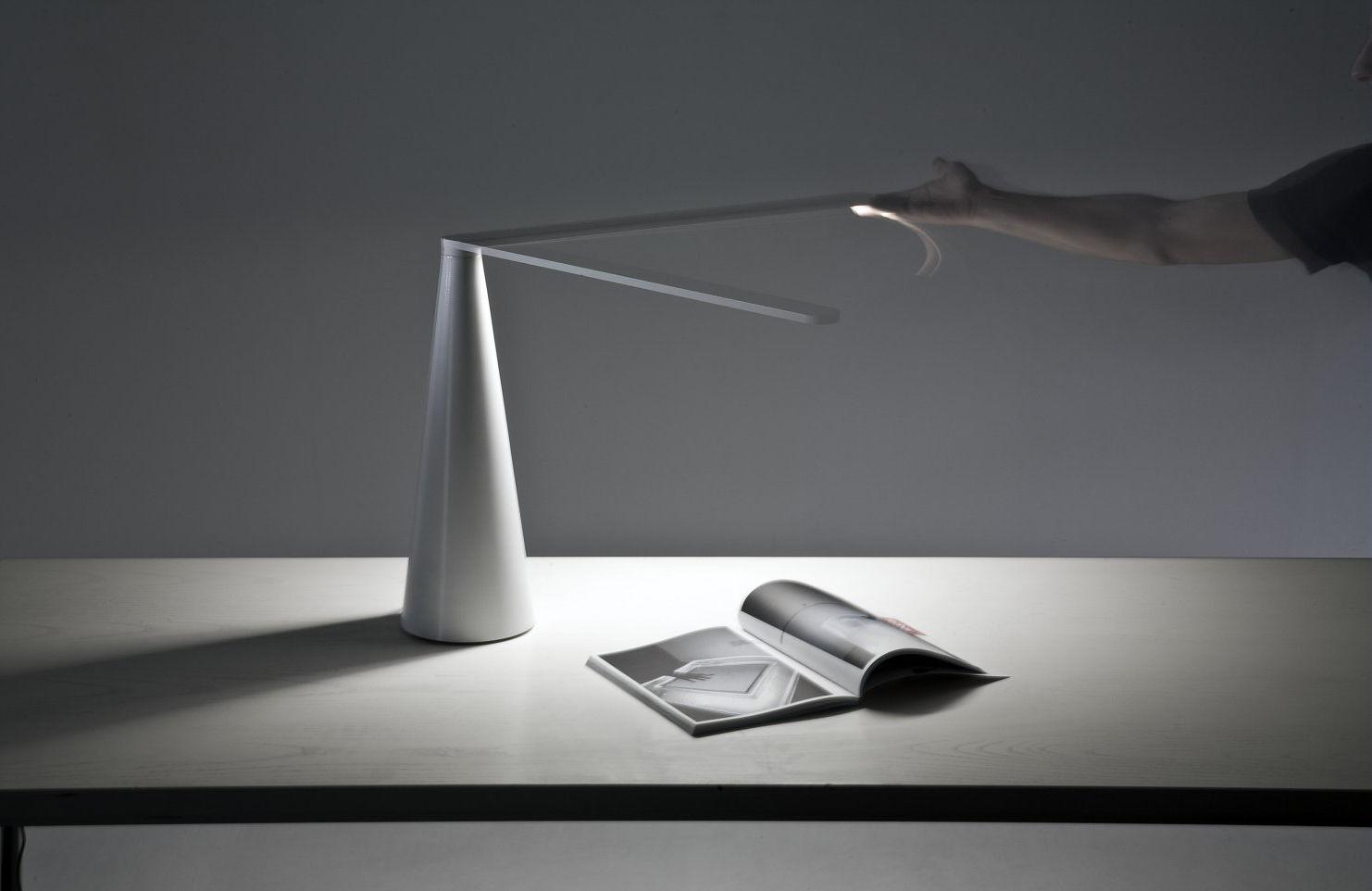 lampe de table elica petit mod le h 38 cm blanc martinelli luce. Black Bedroom Furniture Sets. Home Design Ideas