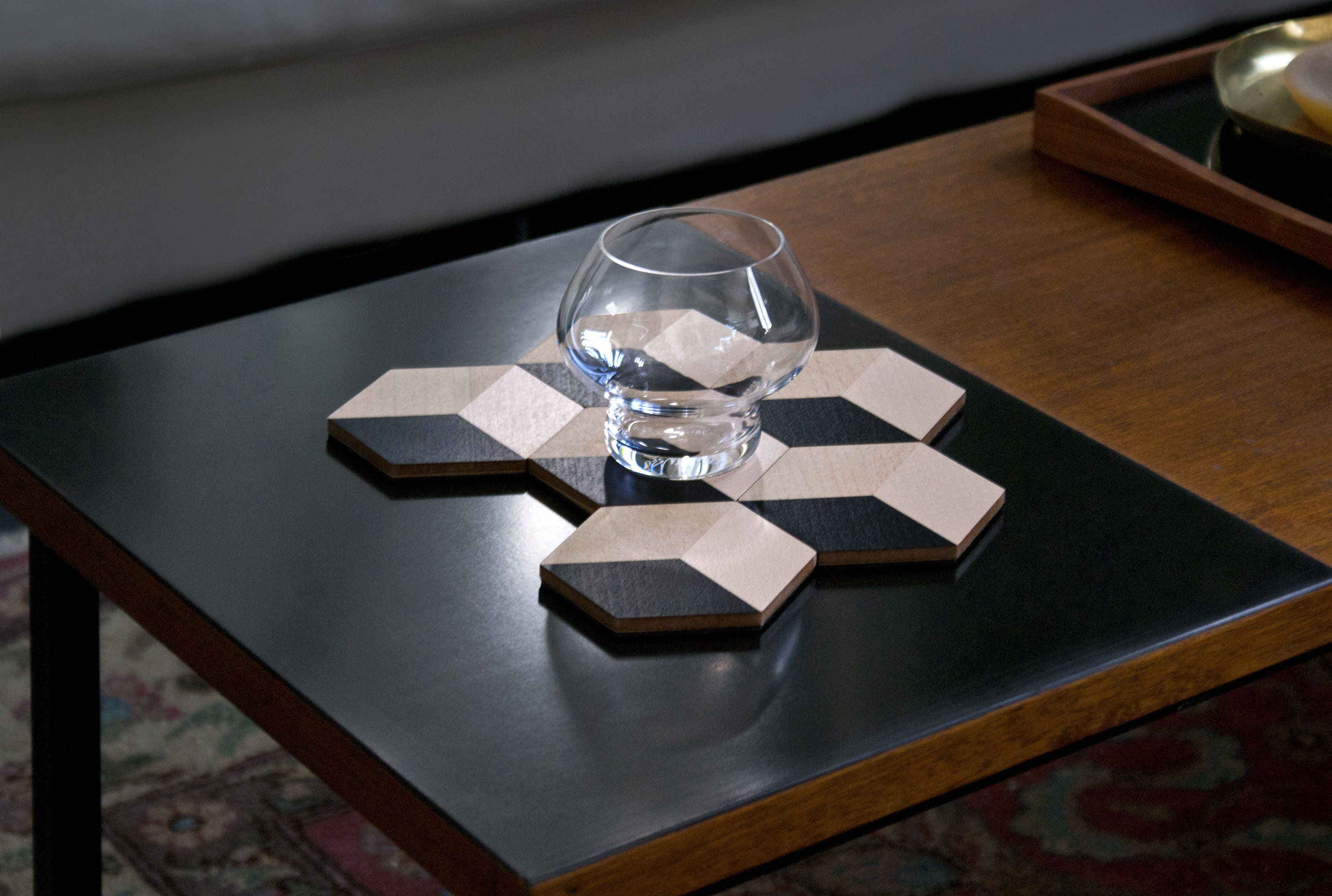 Dessous de verre table tiles bois set de 6 beige noir for Set de table en verre