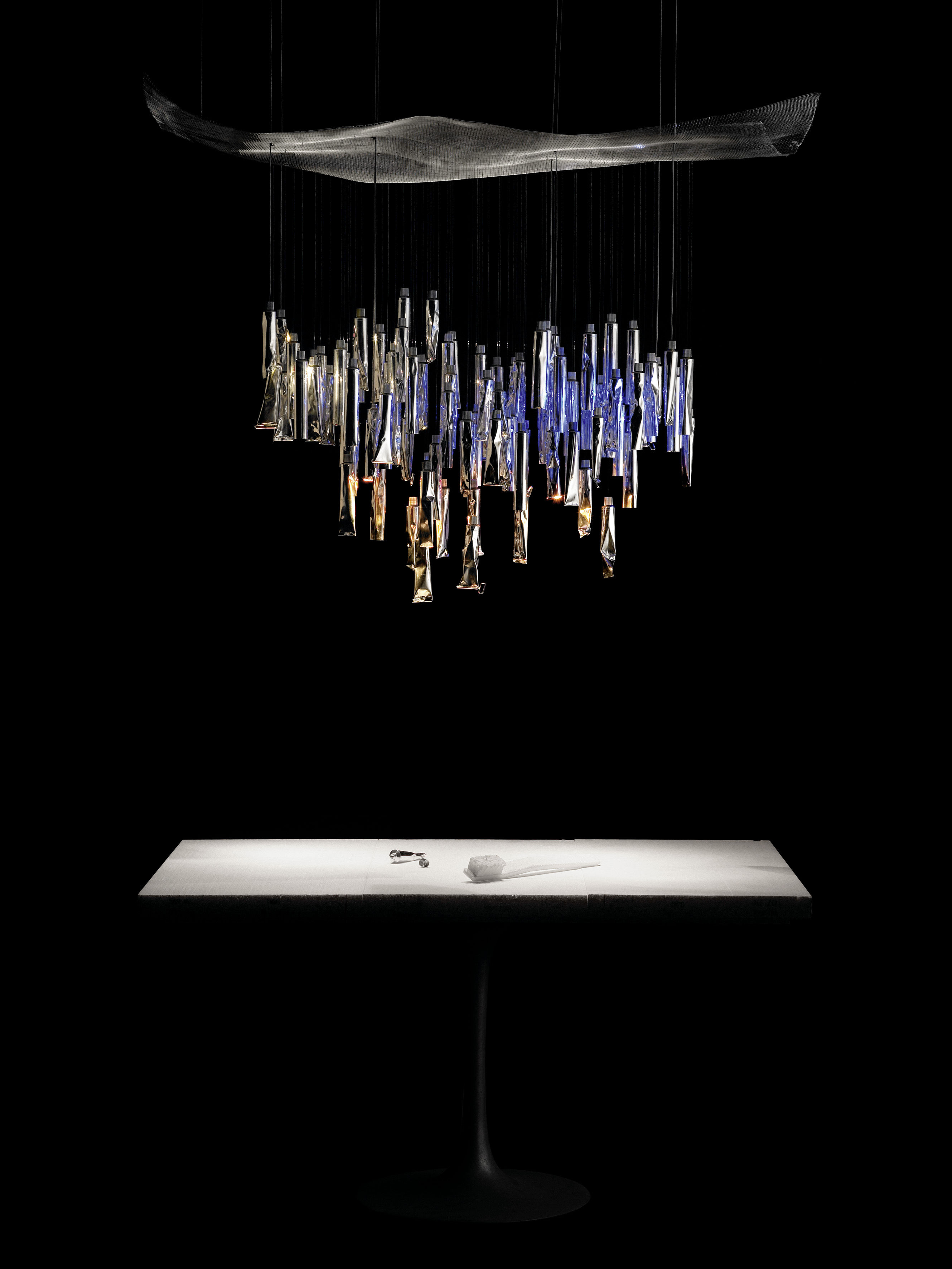 Tu be l ster pendant aluminium by ingo maurer for Suspension eclairage