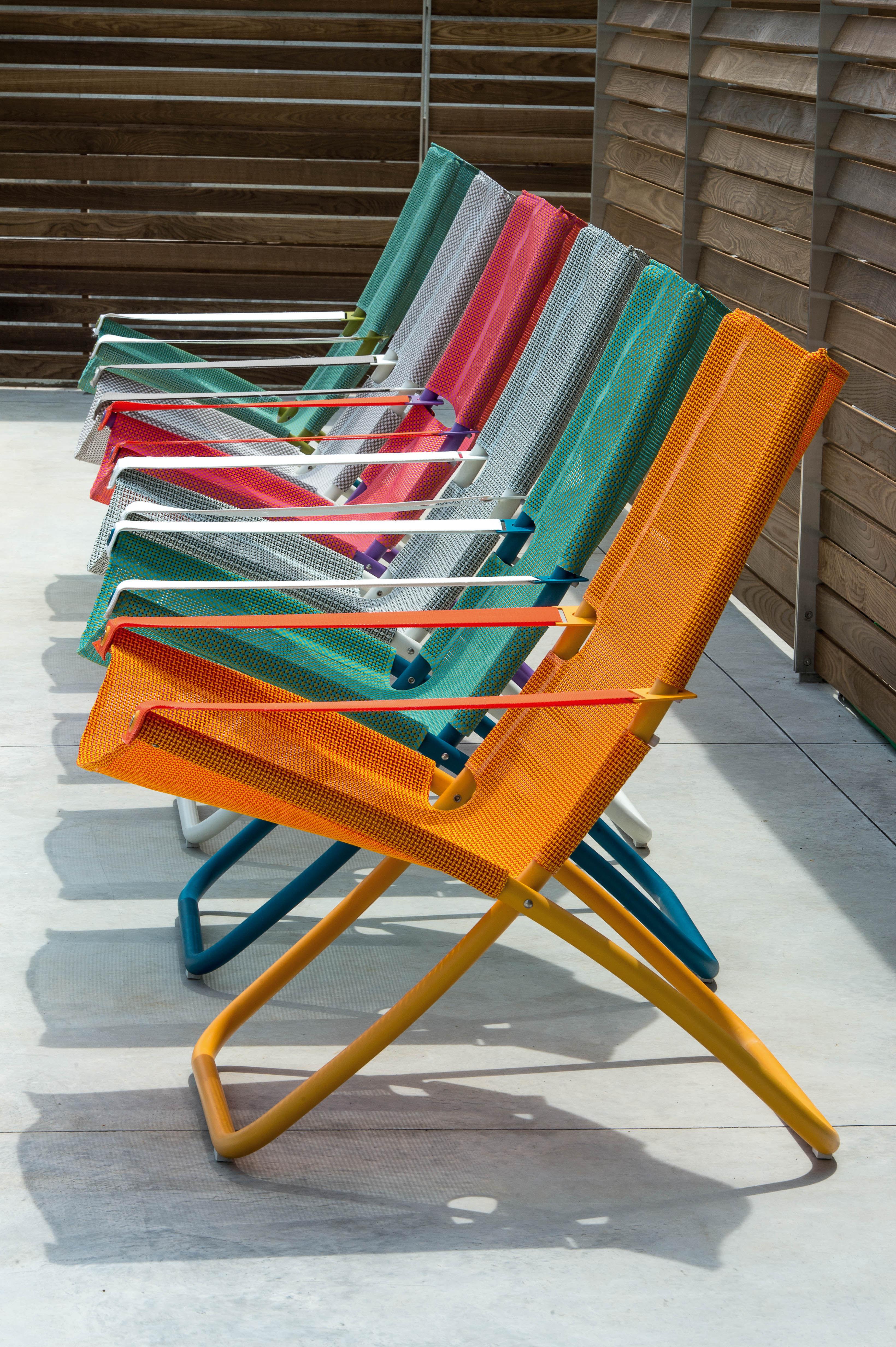 Chaise longue snooze pliable 2 positions bleu emu for Chaise pliable design