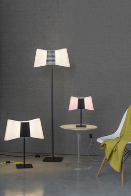 lampe de table grand couture h 60 cm blanc noir c ble jaune designheure made in design. Black Bedroom Furniture Sets. Home Design Ideas
