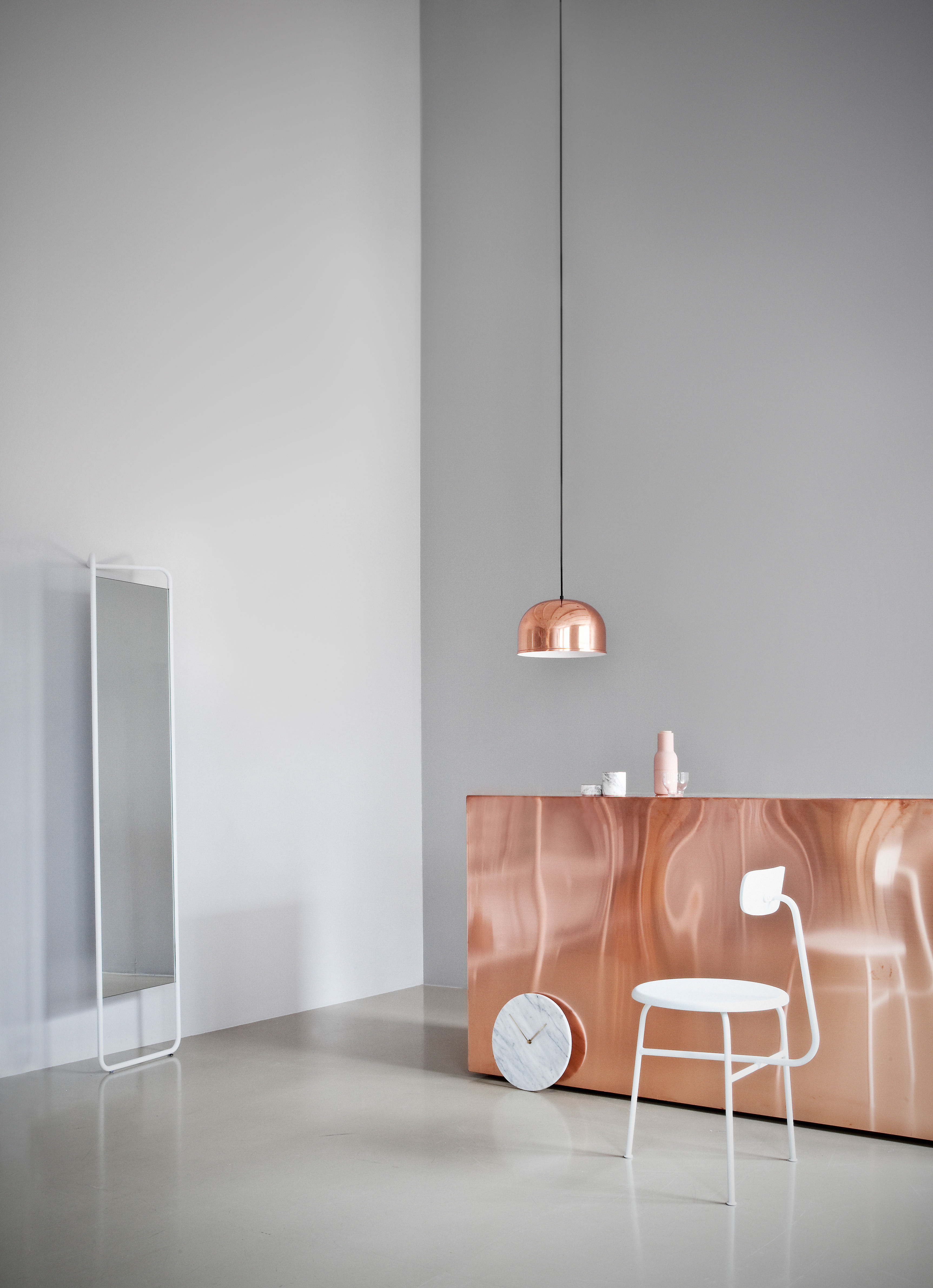 Miroir sur pied kaschkasch poser l 42 x h 175 cm vert mousse menu - Miroir een poser sur tafel ...