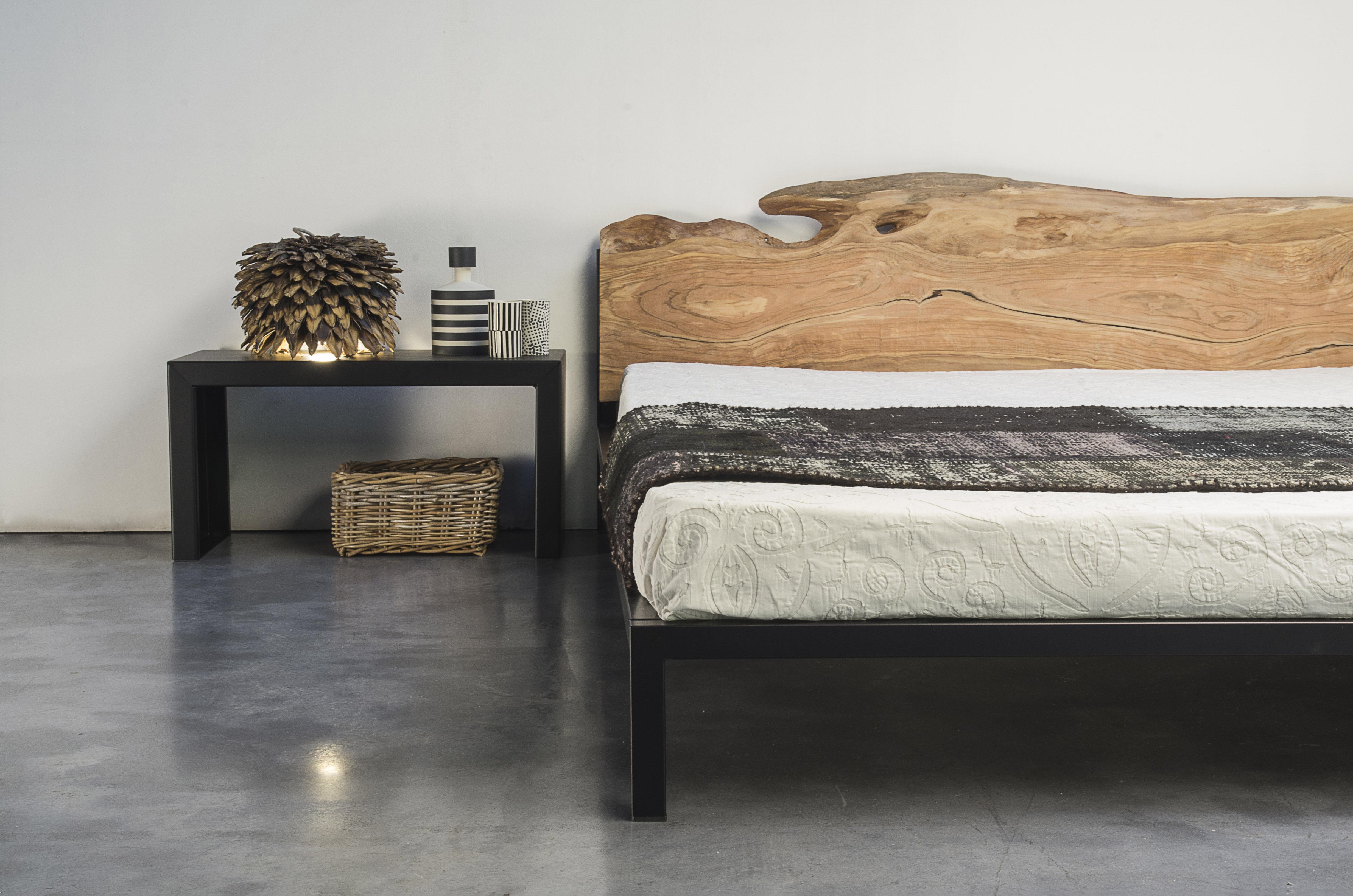 lit double old times 162 x 210 cm t te de lit bois structure noir cuivr zeus. Black Bedroom Furniture Sets. Home Design Ideas