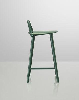 chaise de bar nerd h 65 cm bois vert muuto. Black Bedroom Furniture Sets. Home Design Ideas