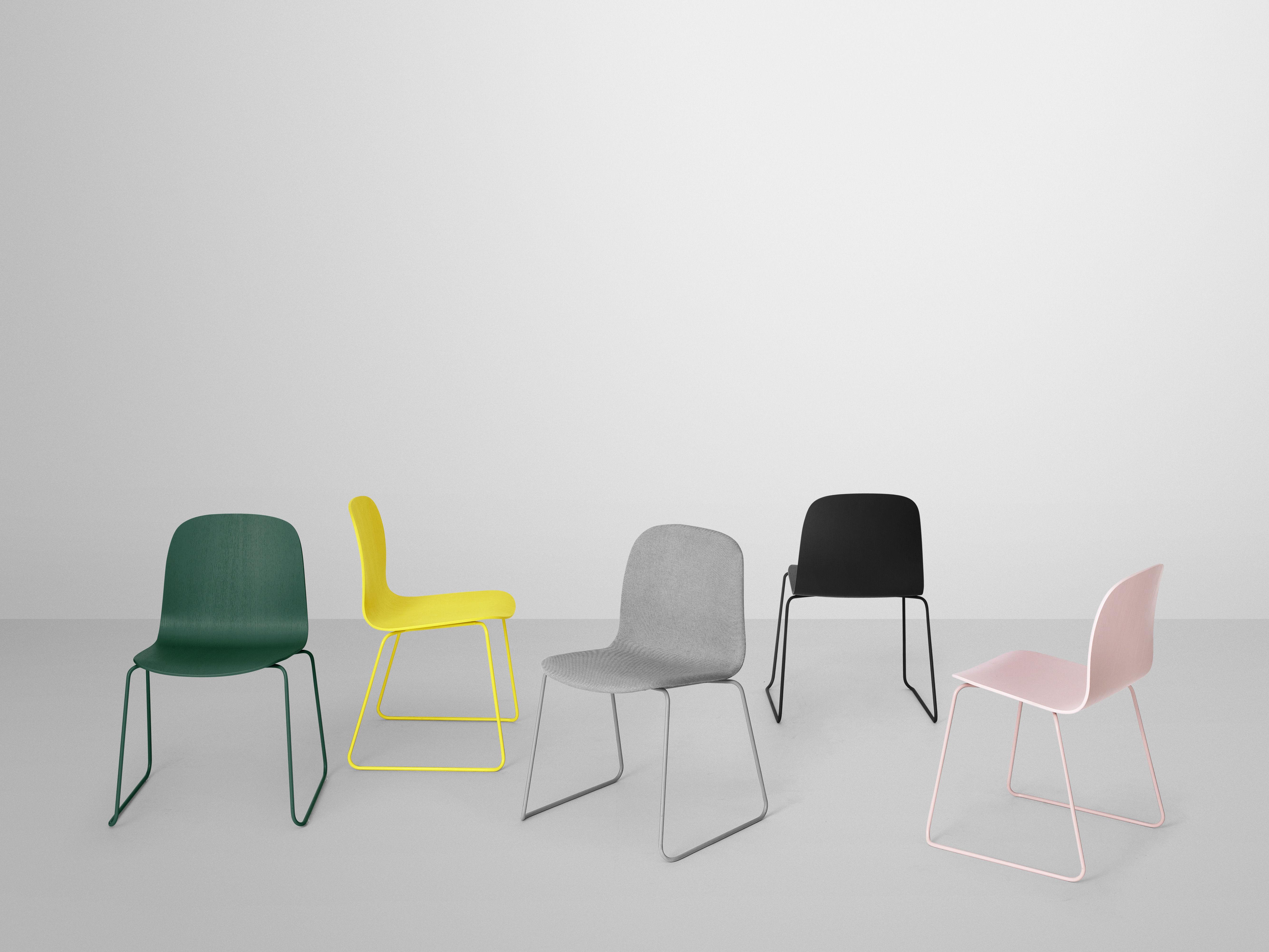 visu mit kufengestell muuto stuhl. Black Bedroom Furniture Sets. Home Design Ideas