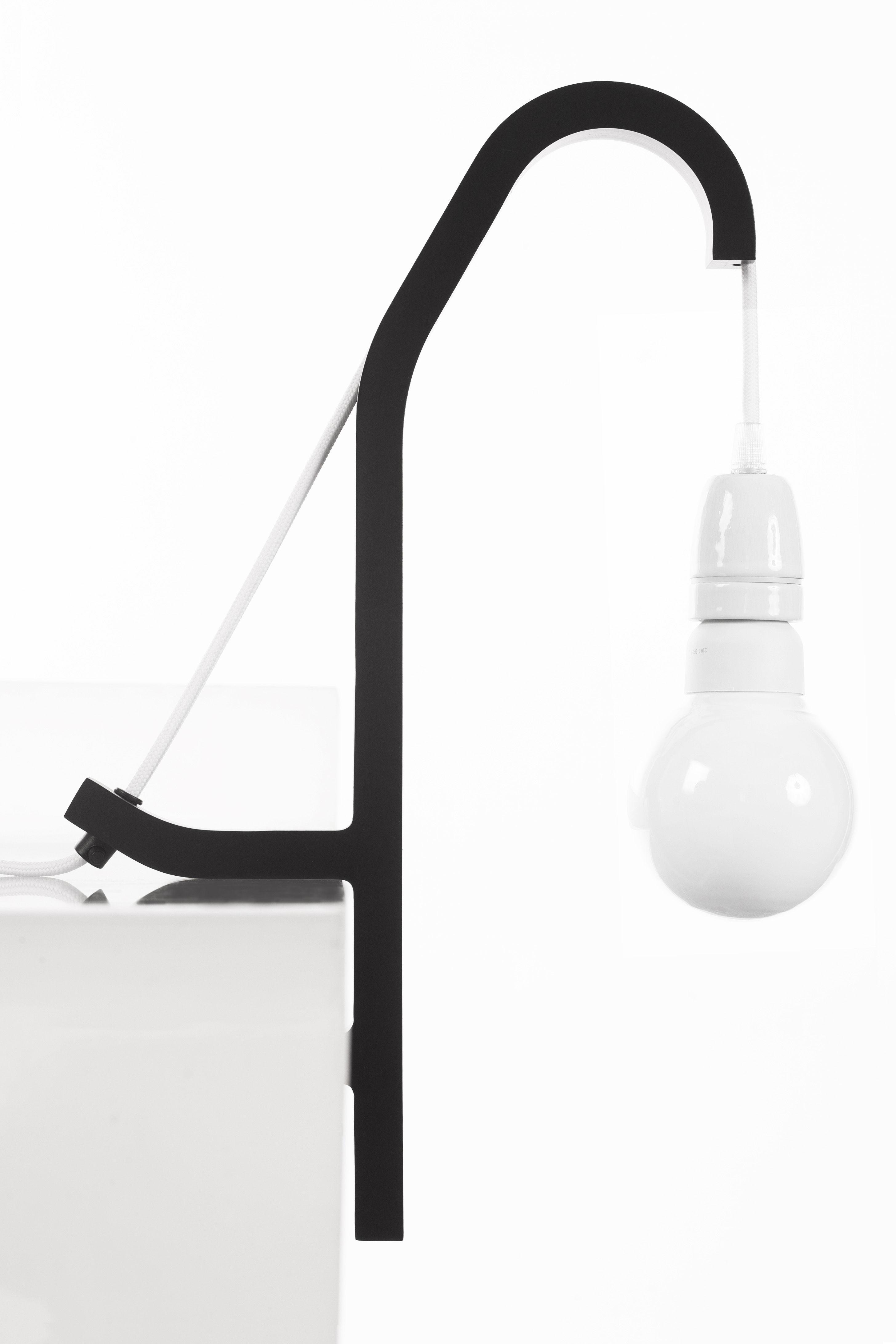 O10 Table Lamp