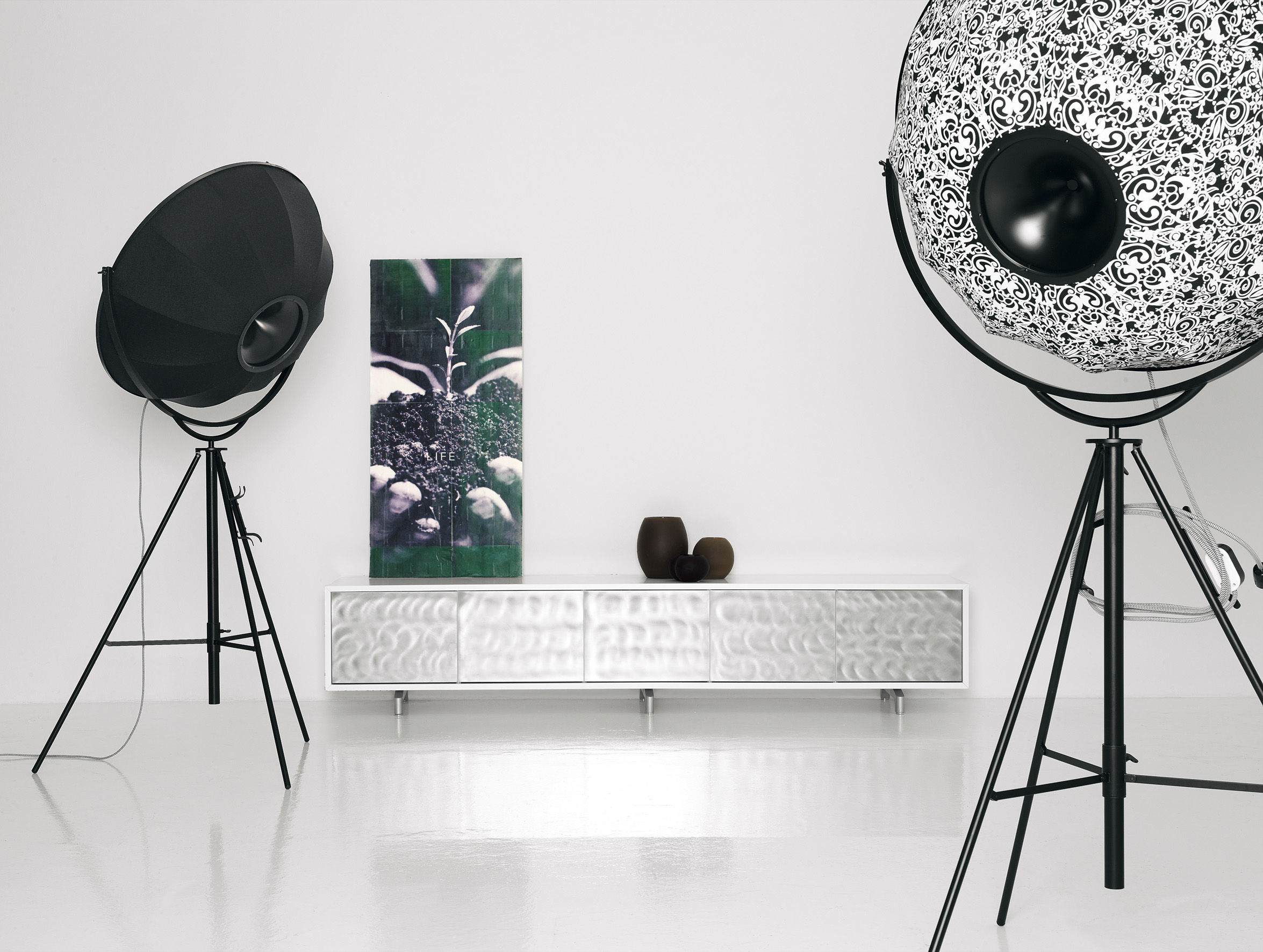 Fortuny moda floor lamp united beige by pallucco - Lamparas de pie salon ...