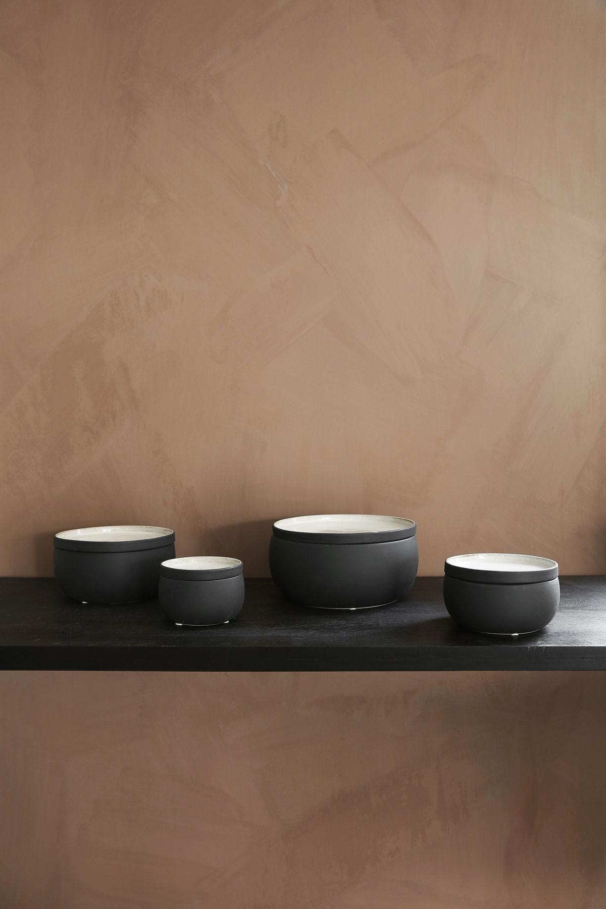 ivy large schachtel keramik 23 5 cm large anthrazit by house doctor made in design. Black Bedroom Furniture Sets. Home Design Ideas