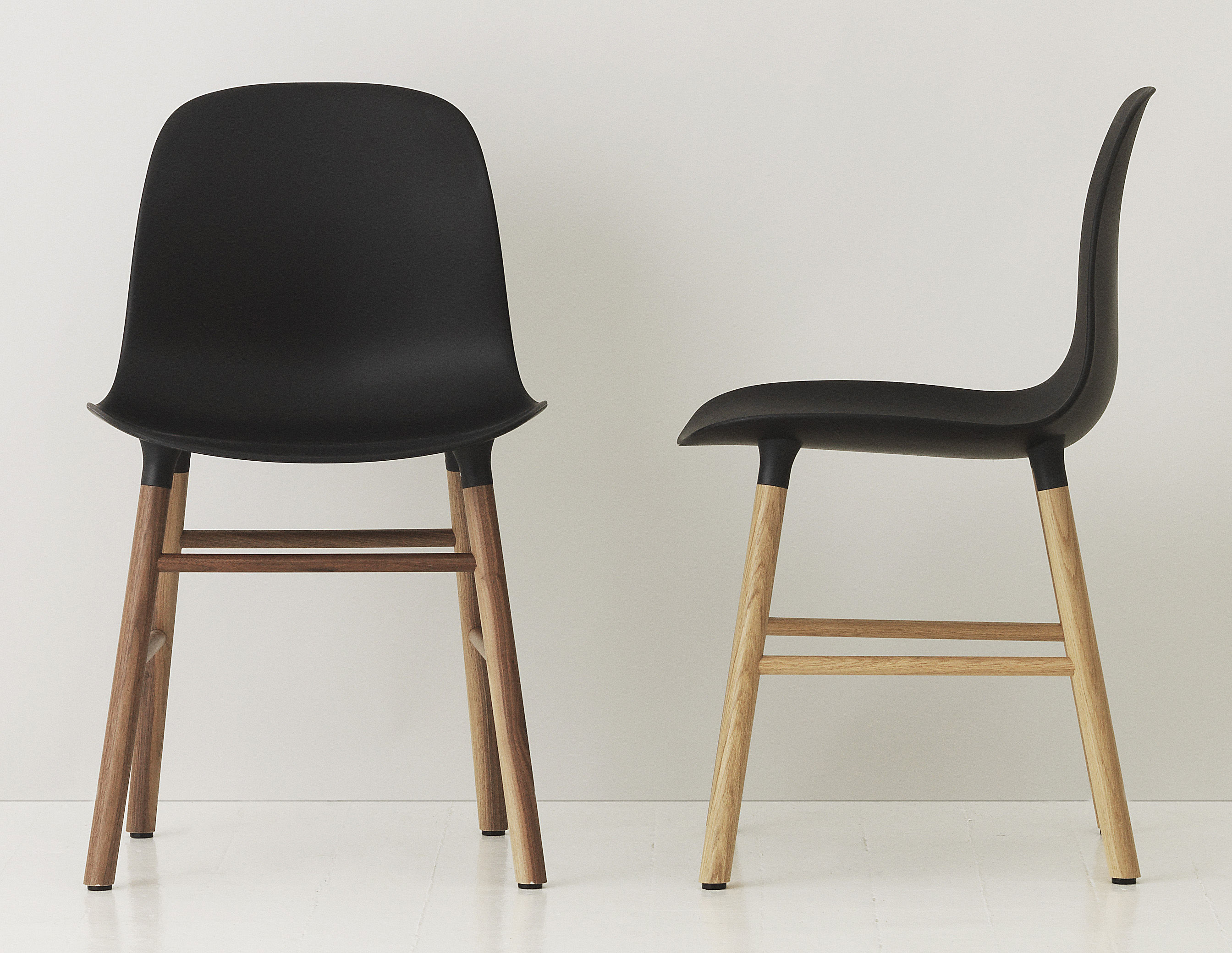 chaise form pied noyer noir noyer normann copenhagen. Black Bedroom Furniture Sets. Home Design Ideas