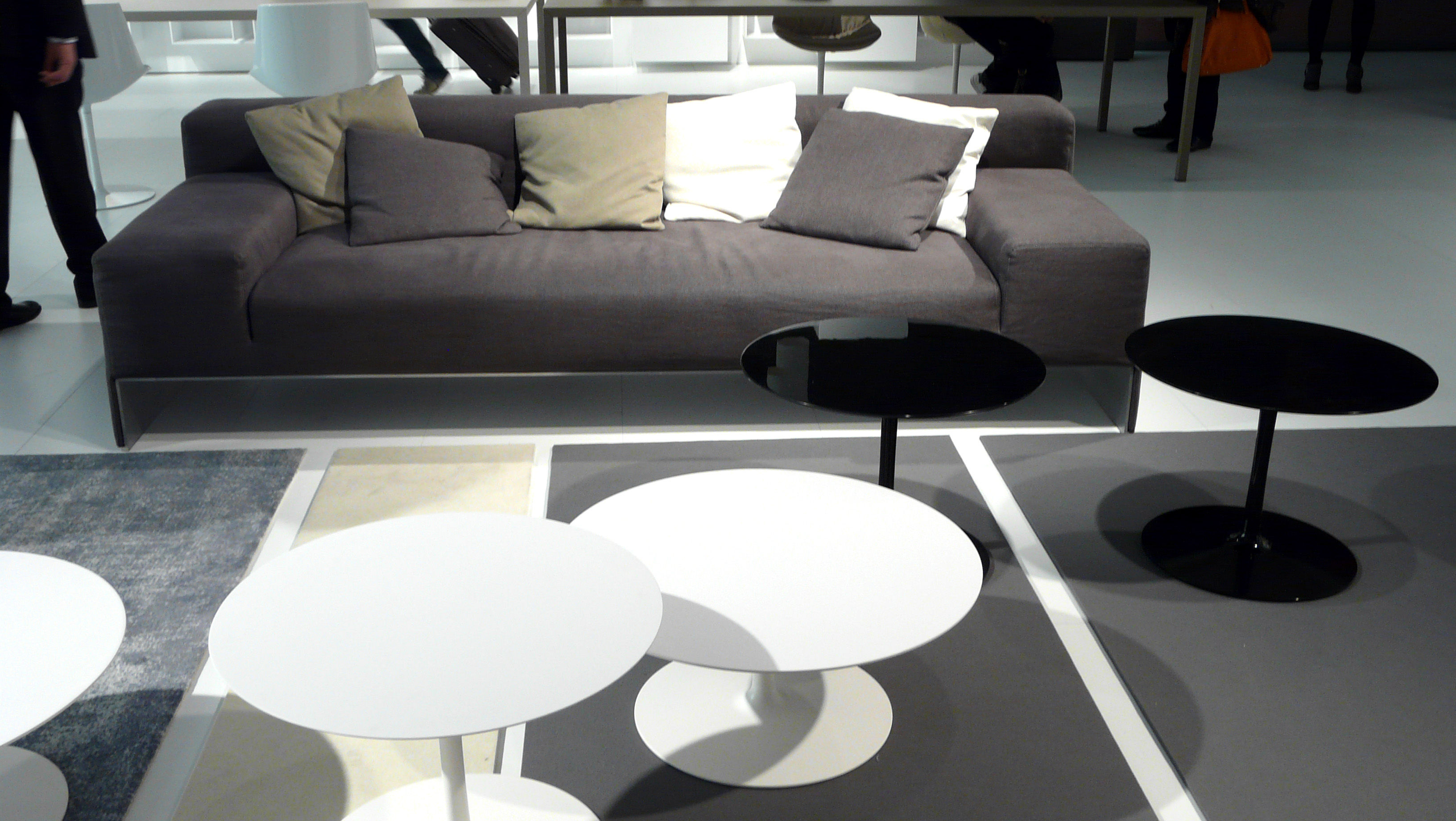 Flow Coffee table H 43 cm Gloss black by MDF Italia
