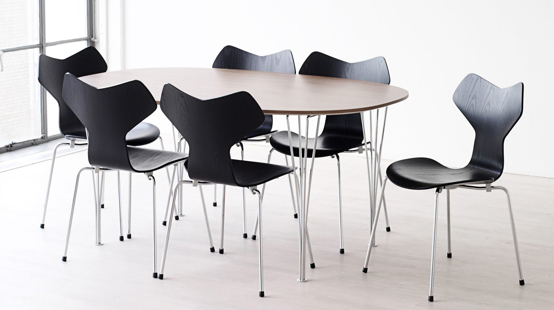 chaise empilable grand prix bois blanc fritz hansen. Black Bedroom Furniture Sets. Home Design Ideas