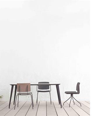 chaise pivotante don tissu rouge ondarreta made in design. Black Bedroom Furniture Sets. Home Design Ideas
