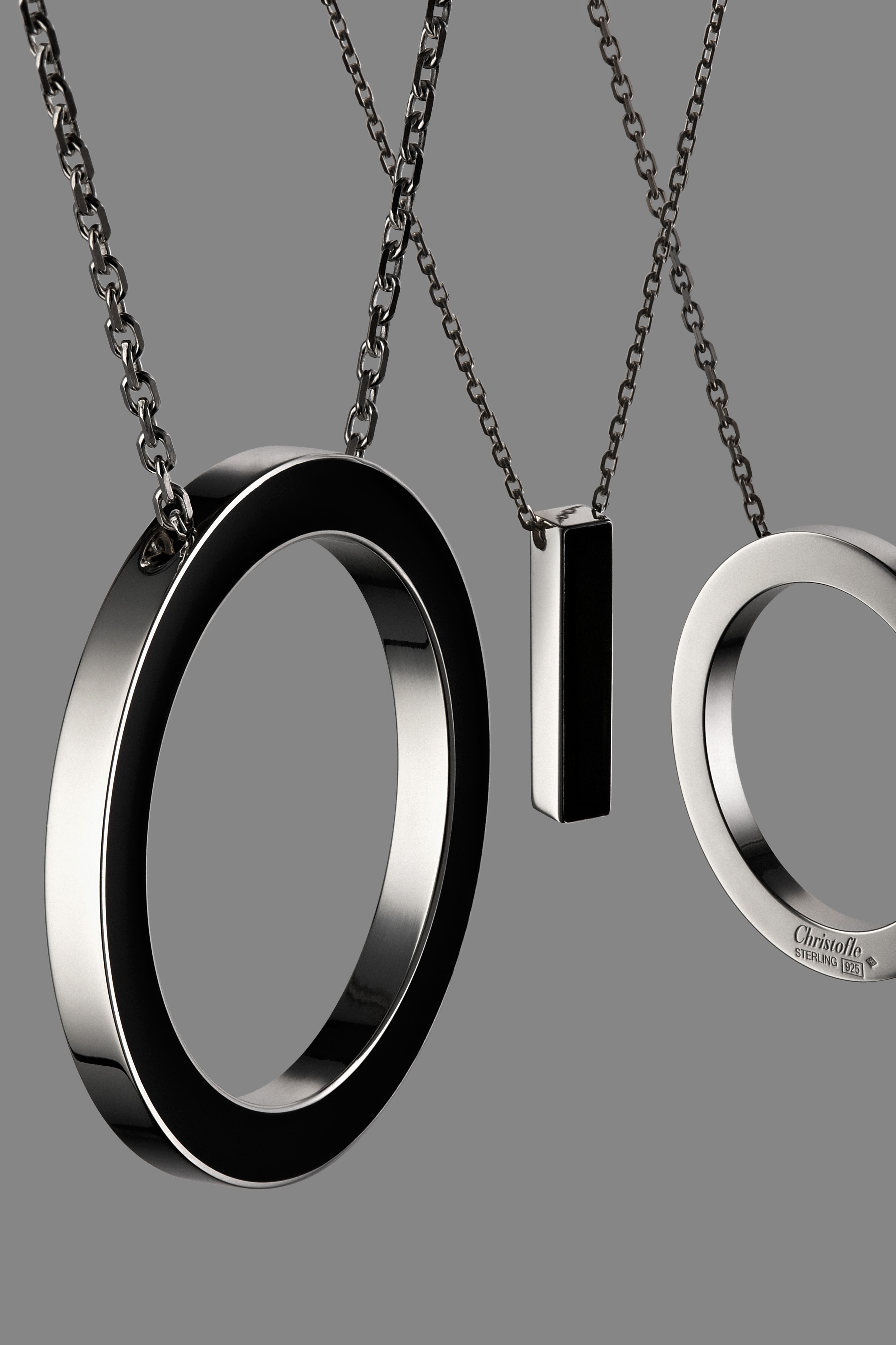 pendentif abstract 39 to cercle by ora ito argent noir cercle christofle. Black Bedroom Furniture Sets. Home Design Ideas