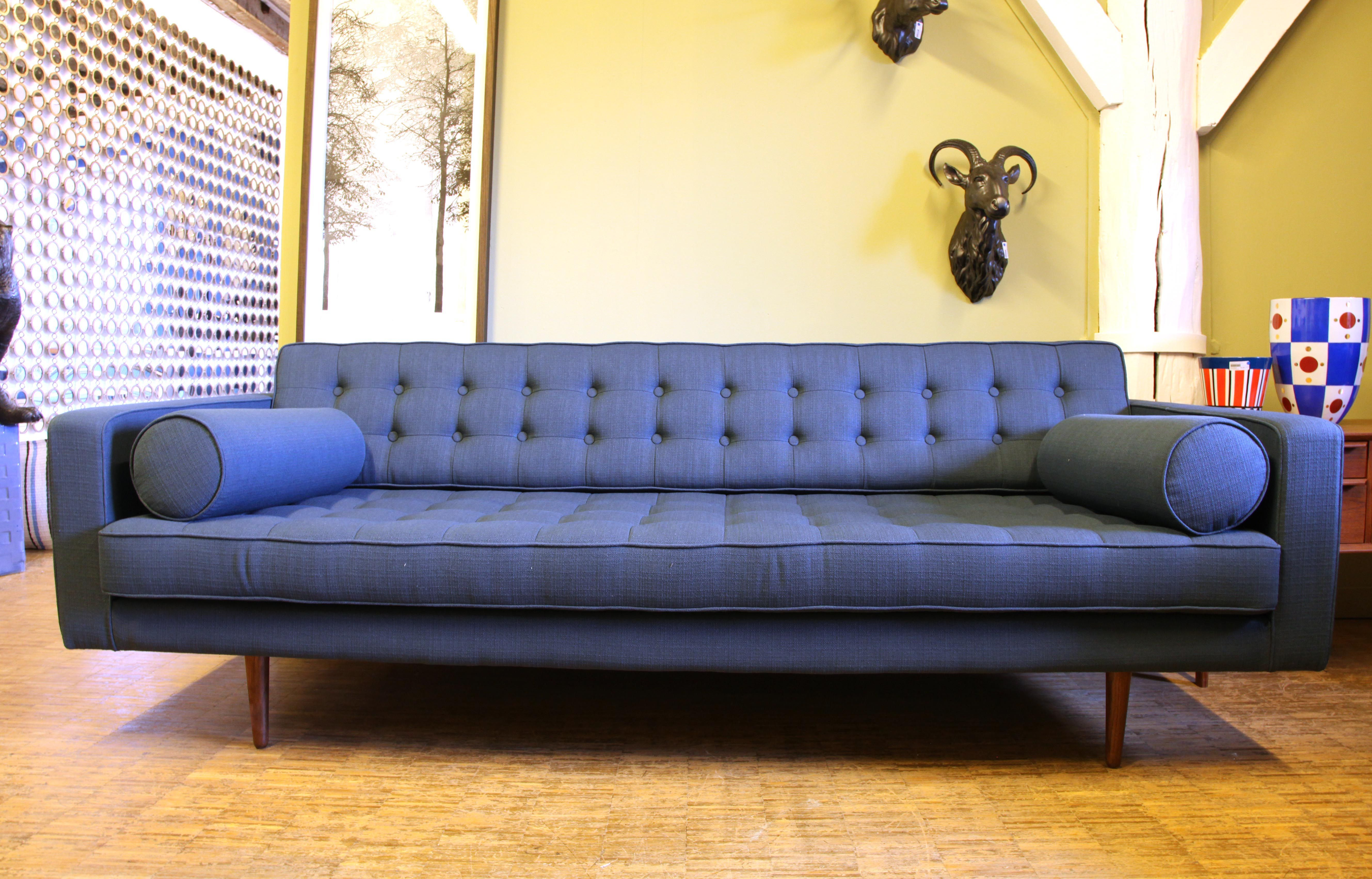 canap droit 3 places l 215 cm bleu m tal made in design editions. Black Bedroom Furniture Sets. Home Design Ideas