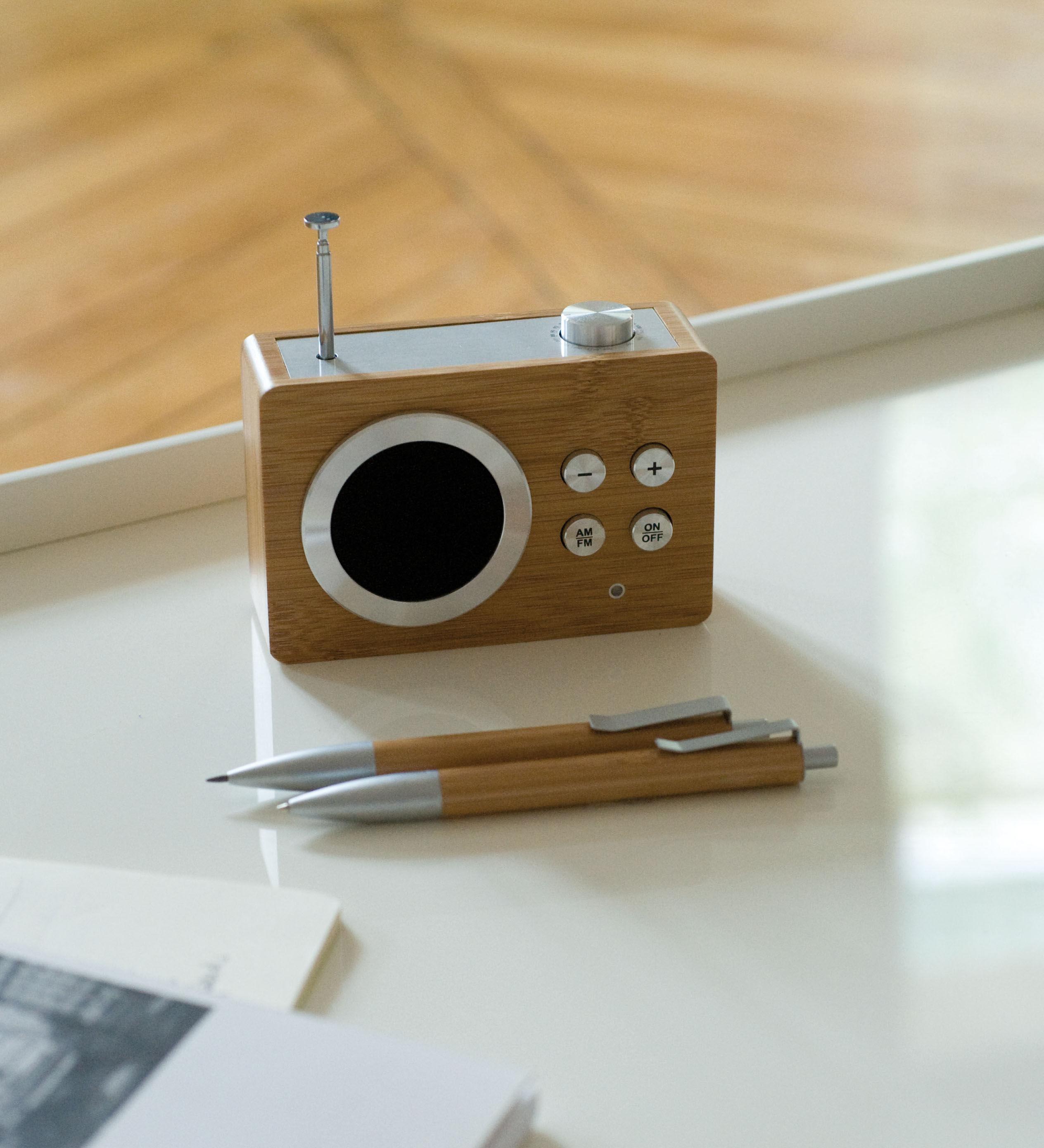 mini dolmen bois radio bambou by lexon. Black Bedroom Furniture Sets. Home Design Ideas