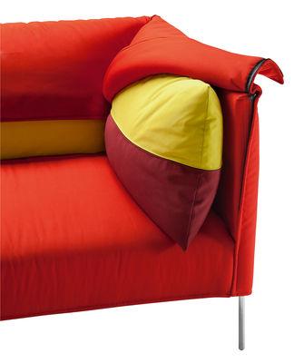 canap droit undercover 3 places l 257 cm rouge coussins jaune bordeau zanotta. Black Bedroom Furniture Sets. Home Design Ideas