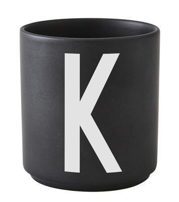 Mug Arne Jacobsen / Porcelaine - Lettre K - Design Letters noir en céramique