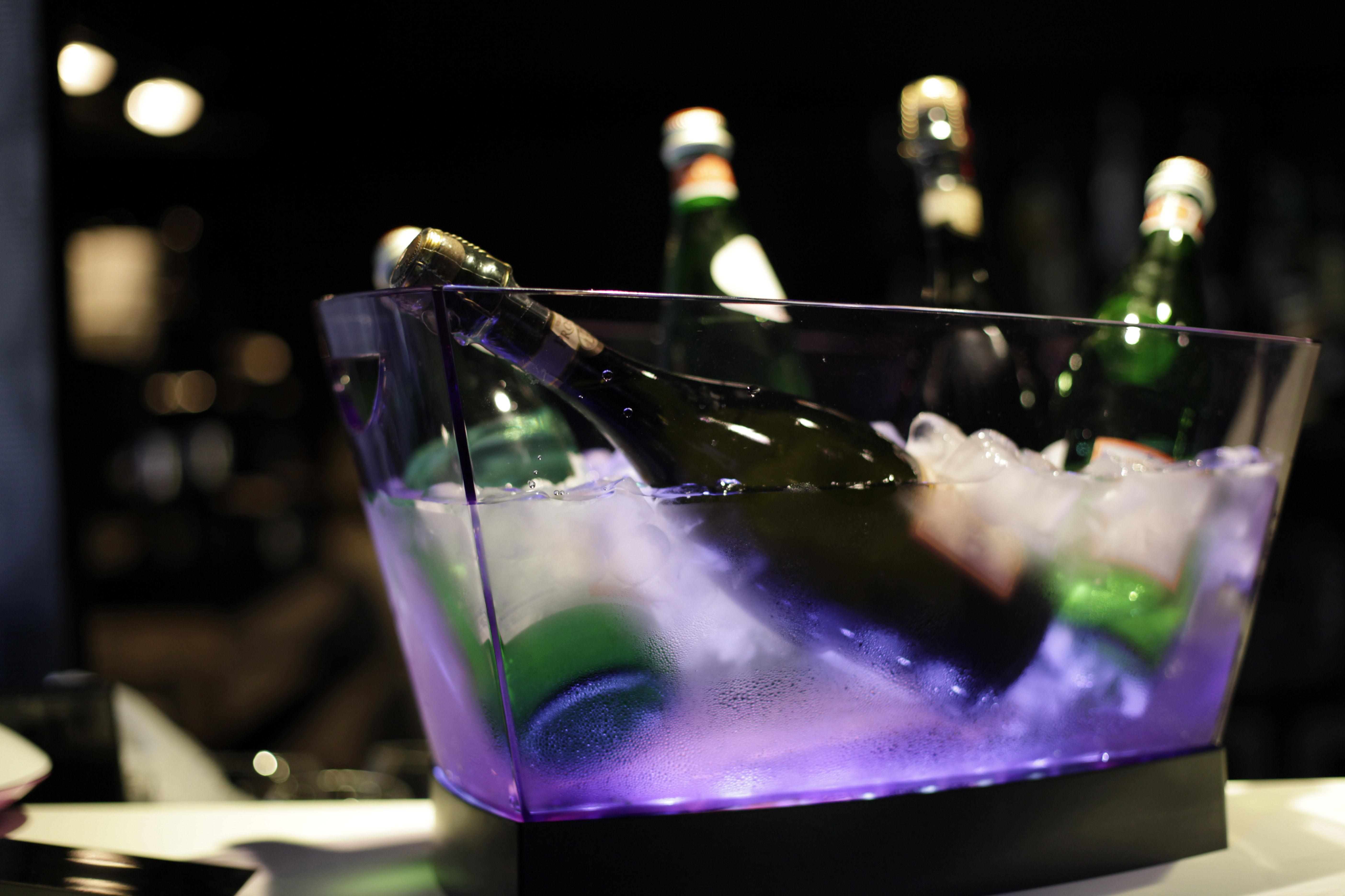 seau champagne gran pagoda 6 bouteilles transparent. Black Bedroom Furniture Sets. Home Design Ideas