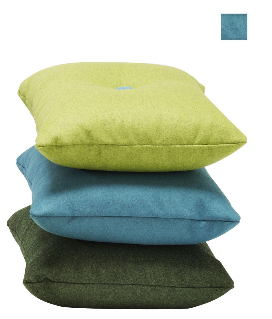 coussin dot divina 60 x 45 cm vert d 39 eau boutons vert fonc jaune hay. Black Bedroom Furniture Sets. Home Design Ideas