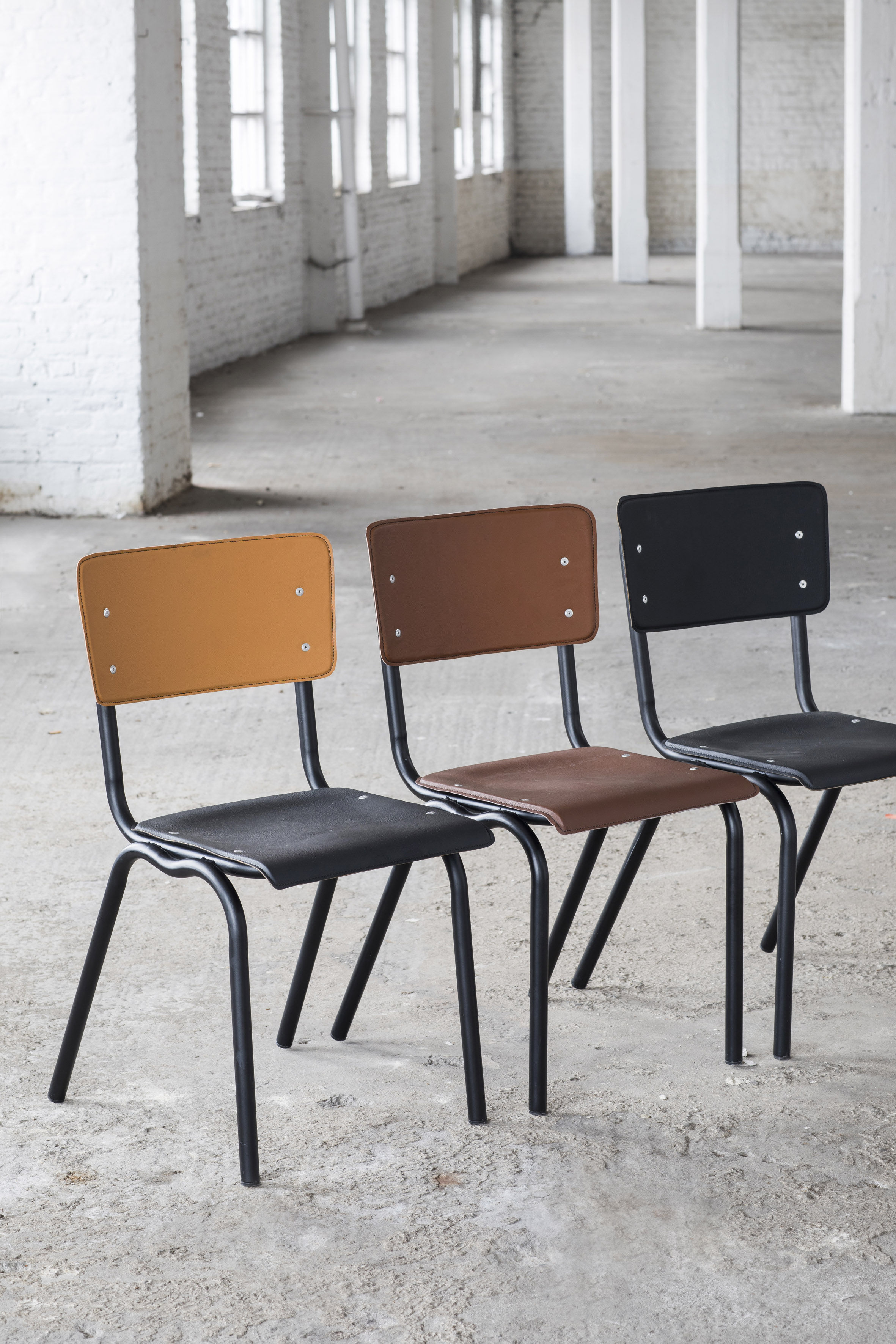 vinyl vinyl stuhl sitzfl che aus kunstleder braun. Black Bedroom Furniture Sets. Home Design Ideas