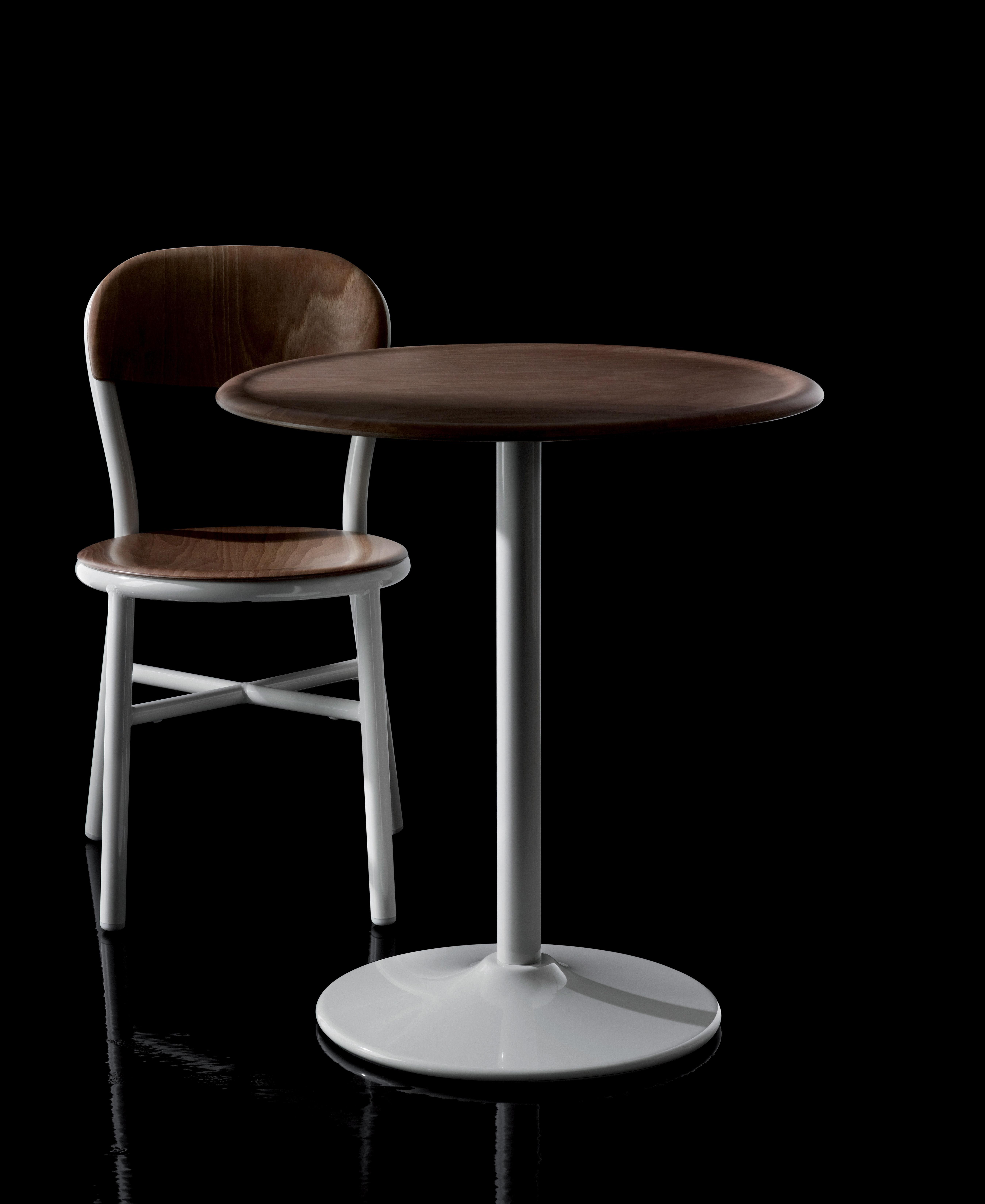 chaise empilable pipe bois m tal noir h tre fonc. Black Bedroom Furniture Sets. Home Design Ideas