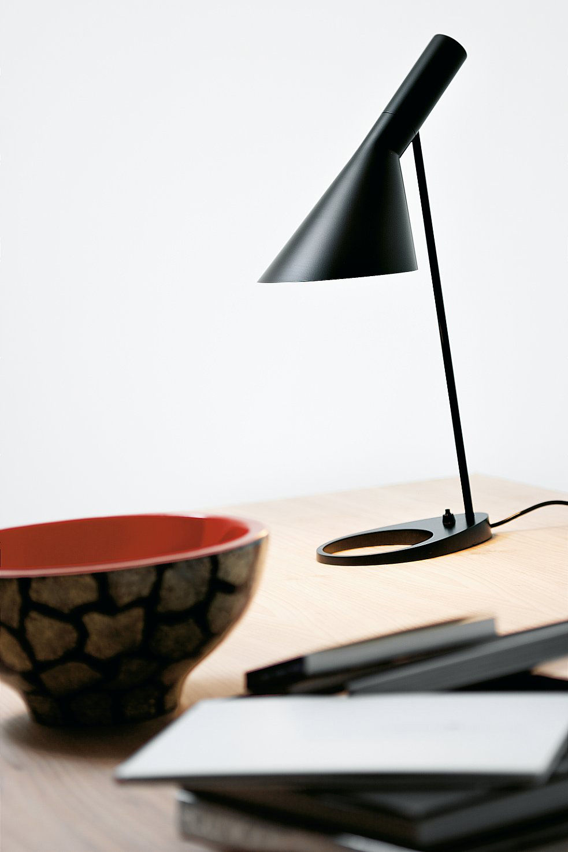 lampe de table aj noir louis poulsen. Black Bedroom Furniture Sets. Home Design Ideas