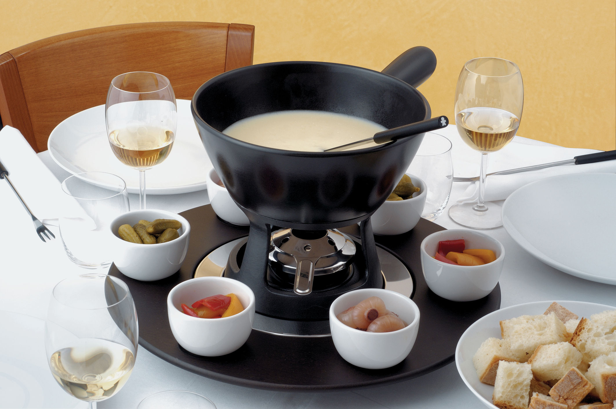 mami fondu service fondue set by alessi. Black Bedroom Furniture Sets. Home Design Ideas