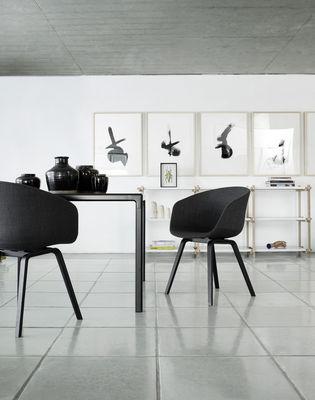 fauteuil about a chair aac22 plastique pieds bois gris pieds bois naturel hay. Black Bedroom Furniture Sets. Home Design Ideas