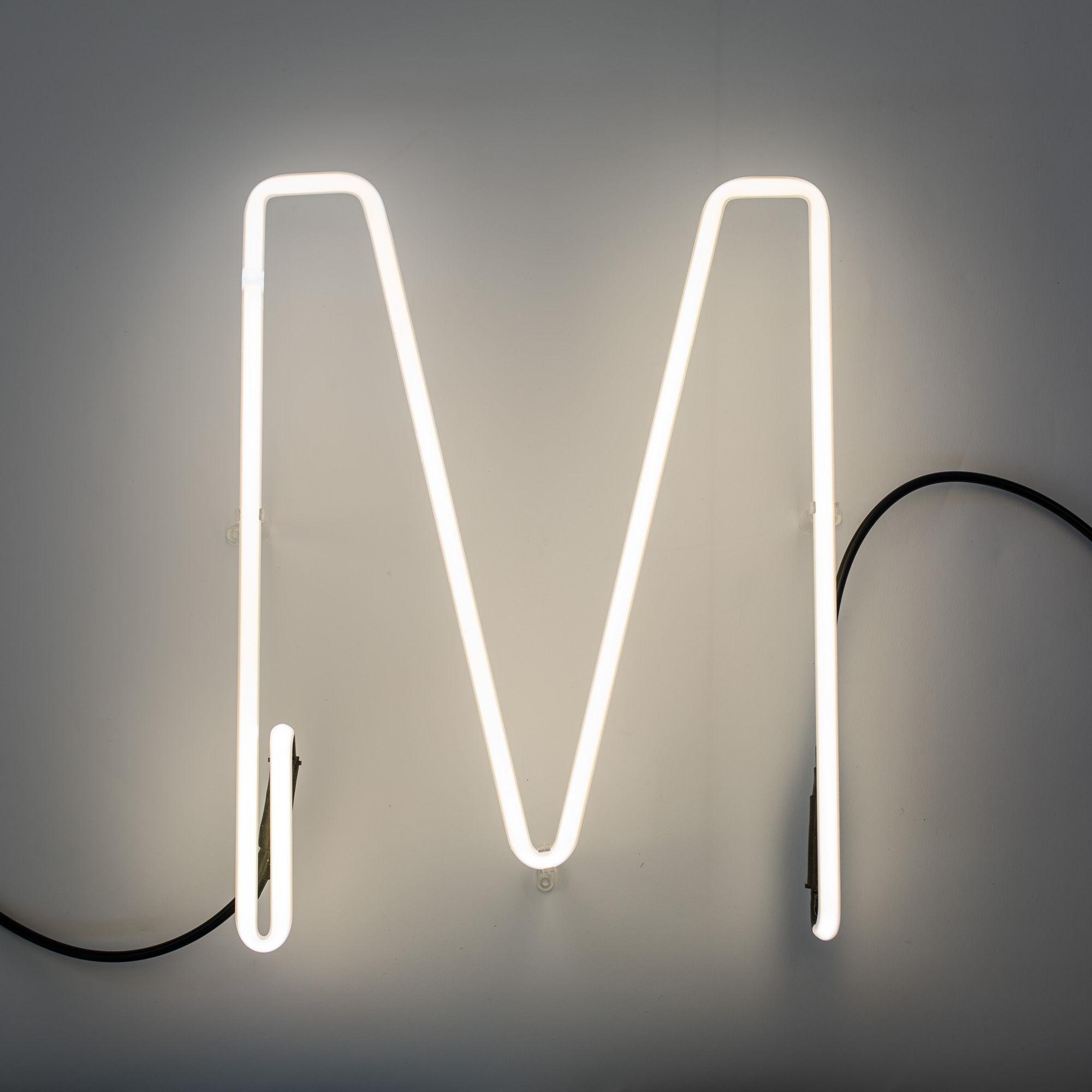 Applique avec prise n on alphafont lettre m lettre m - Applique neon design ...