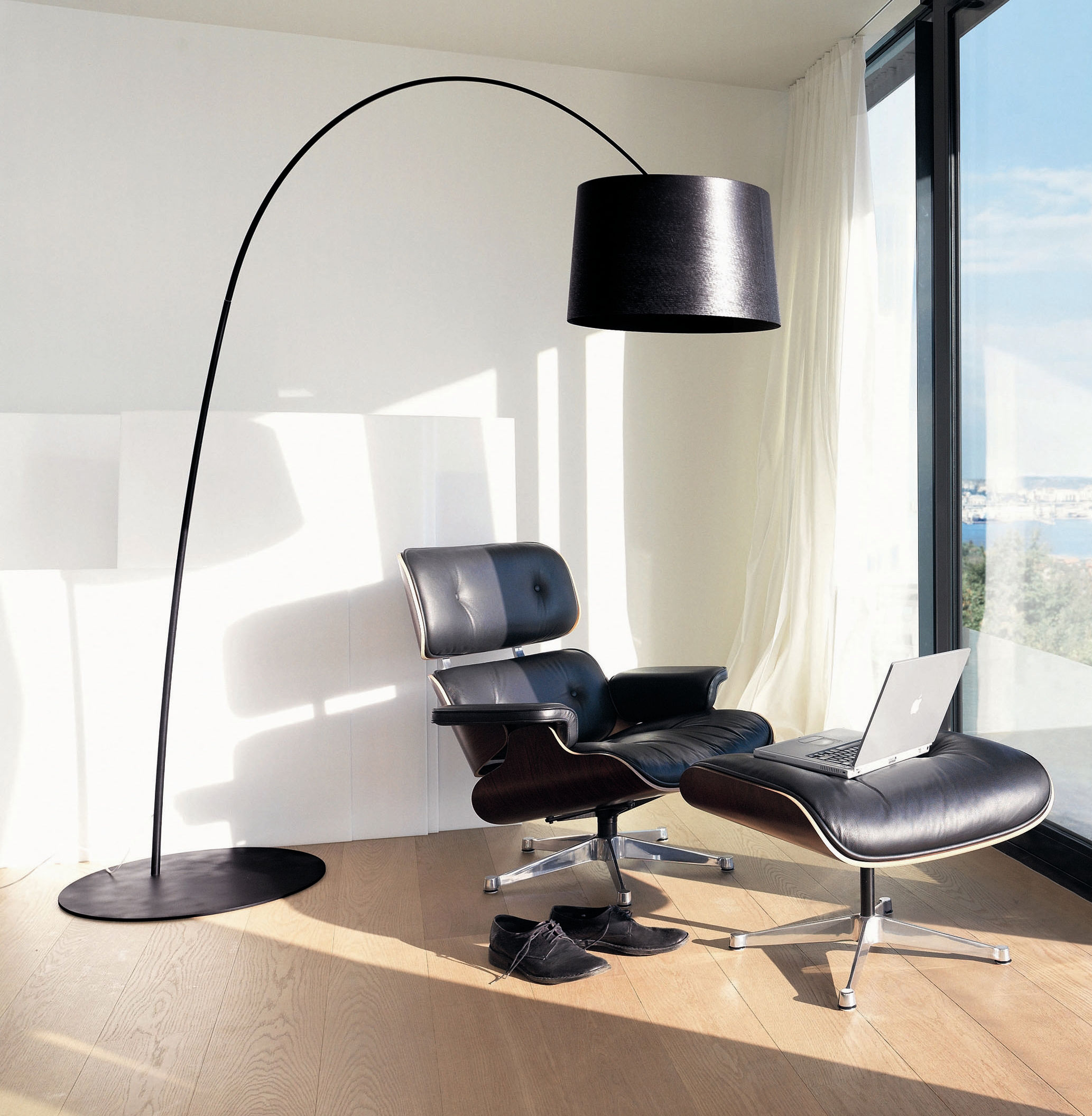 Twiggy floor lamp white by foscarini for Lampadaire table a manger