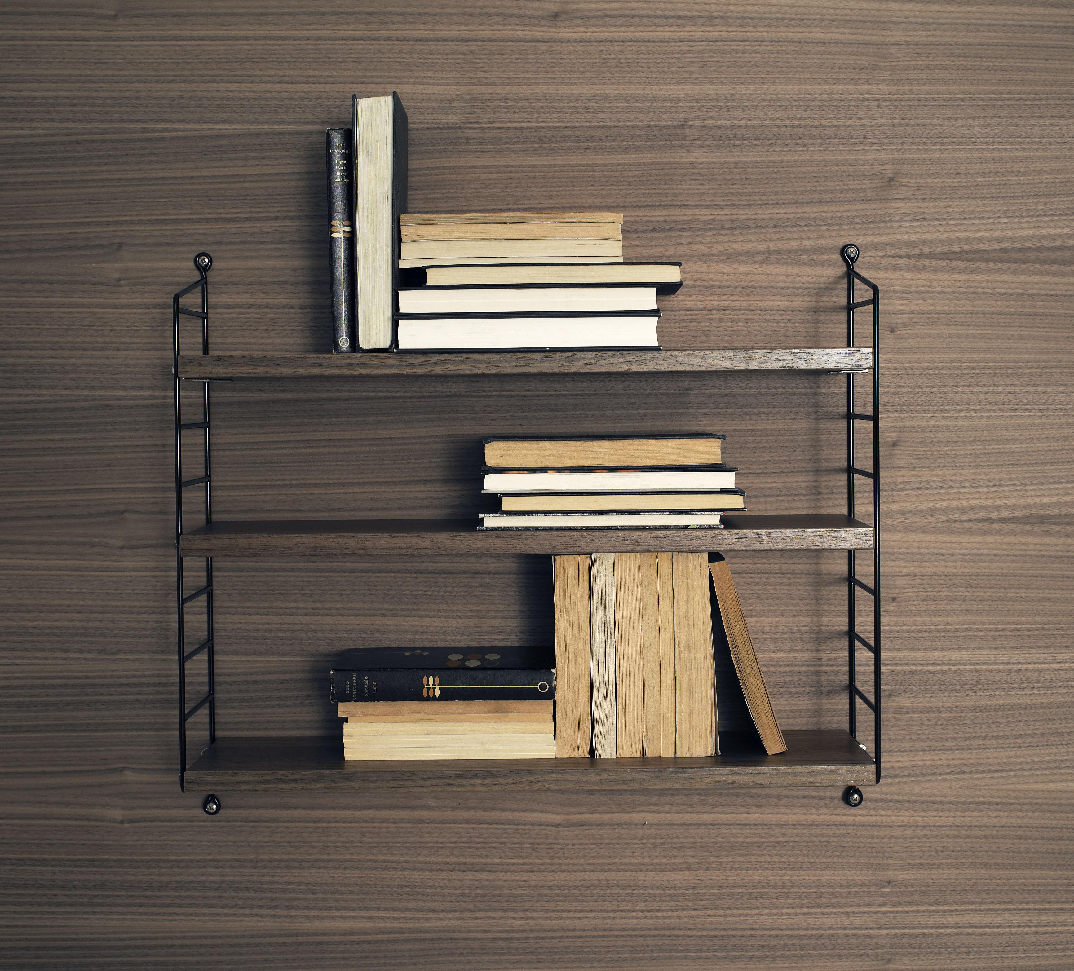etag re string pocket version bois l 60 x h 50 cm noyer montants noirs string furniture. Black Bedroom Furniture Sets. Home Design Ideas