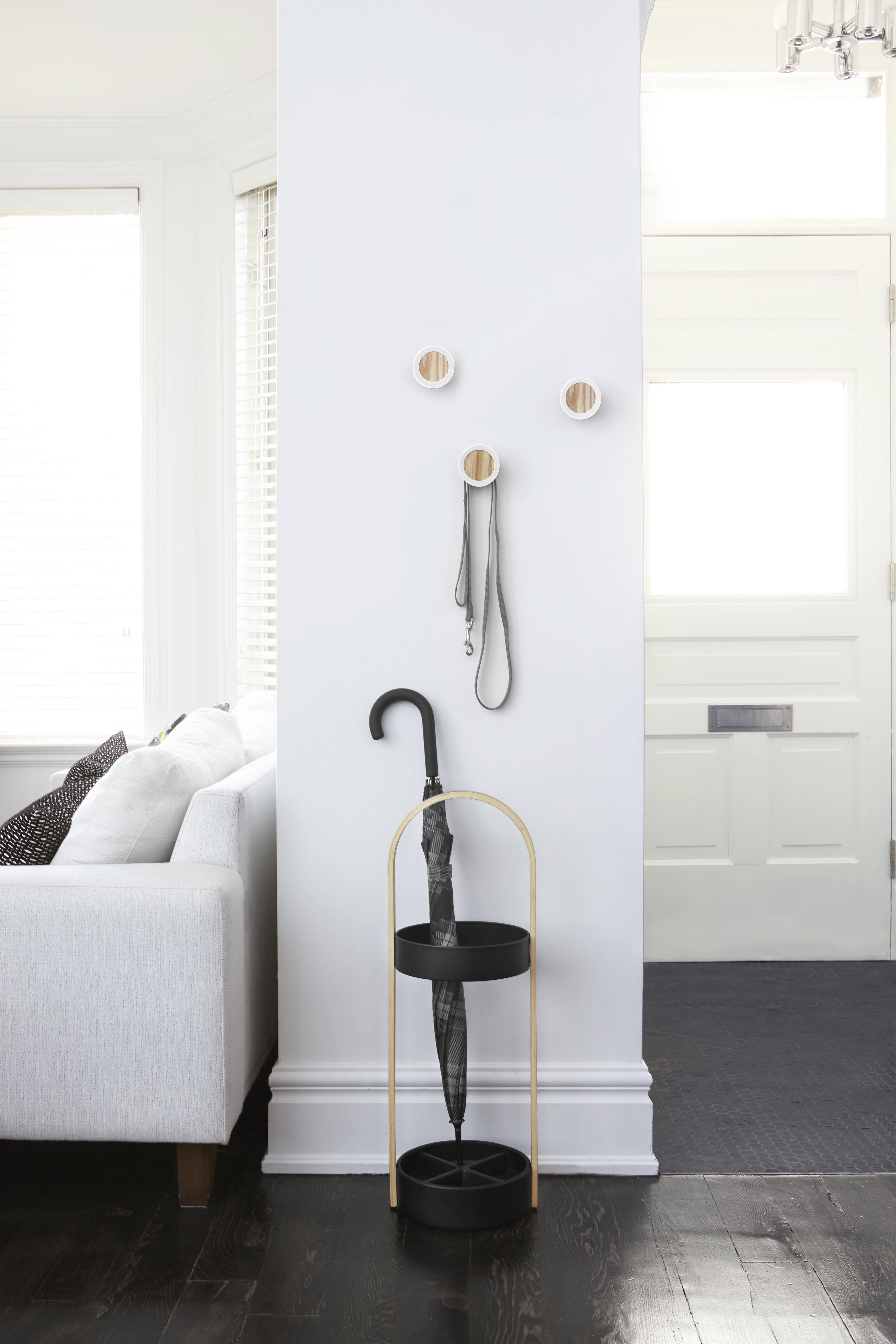 hub schirmst nder holz kunstharz buche natur schwarz by umbra made in design. Black Bedroom Furniture Sets. Home Design Ideas