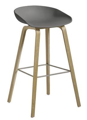 Tabouret de bar About a stool AAS 32 / H 75 cm - Plastique & pieds bois - Hay gris,chêne savonné mat en matière plastique