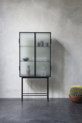 haze vitrine l 70 cm x h 155 cm drahtglas metall transparentes glas schwarz by ferm. Black Bedroom Furniture Sets. Home Design Ideas